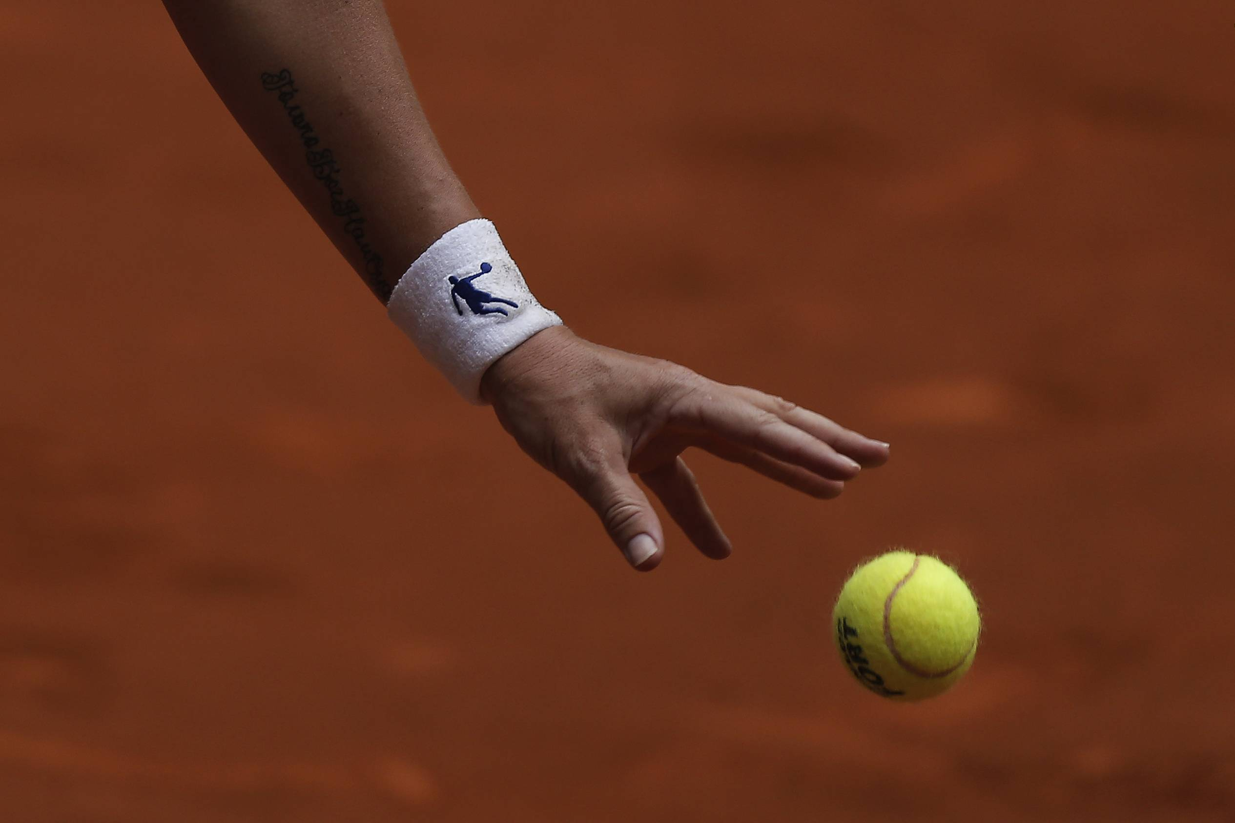 Svetlana Kuznetsova from Russia prepares to serve during a Madrid Open tennis tournament match against Agnieszka Radwanska from Poland, in Madrid, Spain, Wednesday, May 7, 2014.