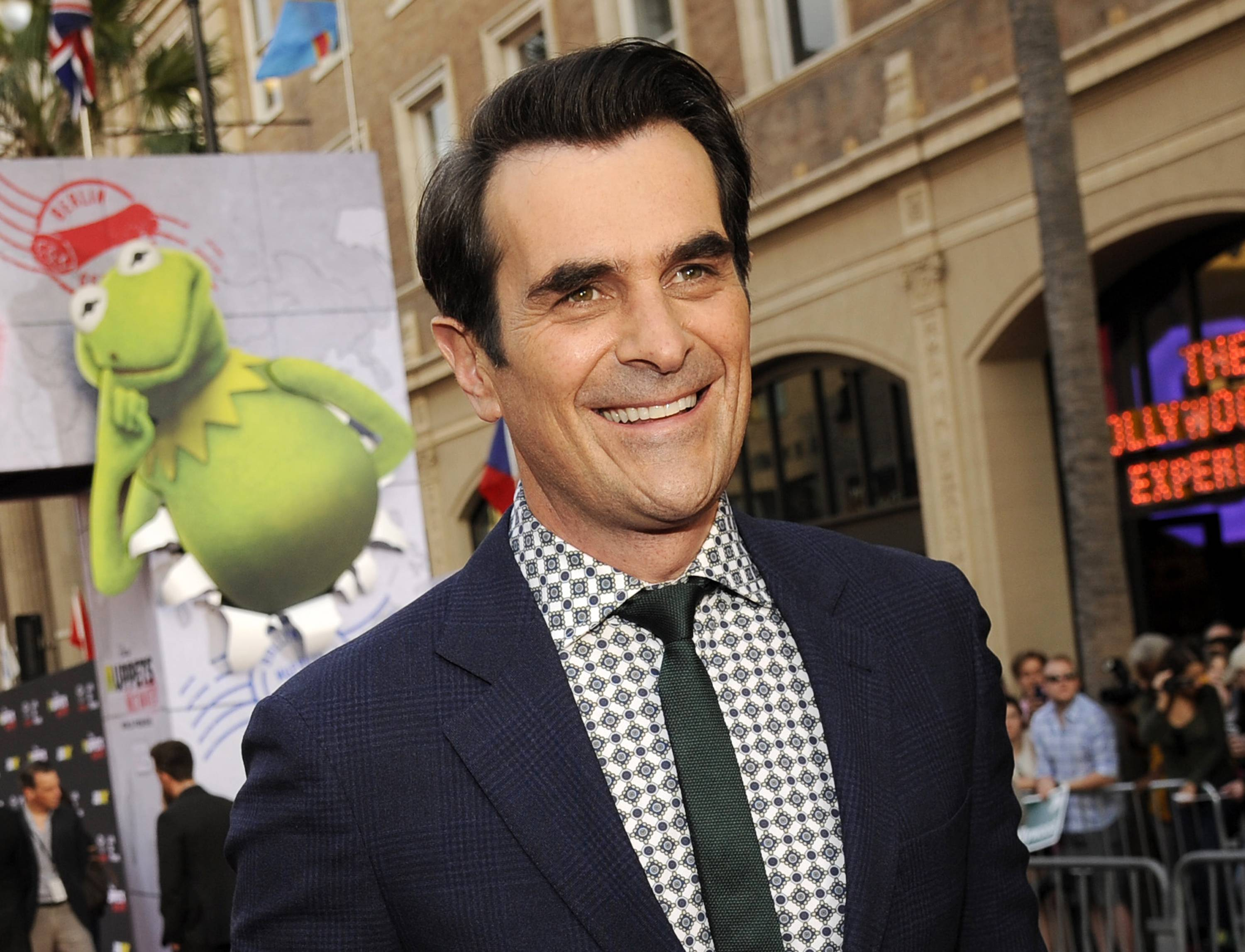 "Actor Ty Burrell, who plays Phil Dunphy on ABC's ""Modern Family"" and is a St. Louis Rams fan, will participate in the first round of the NFL draft with the team. His main duty will be to hand the team jersey to NFL Commissioner Roger Goodell for the team's 13th pick."