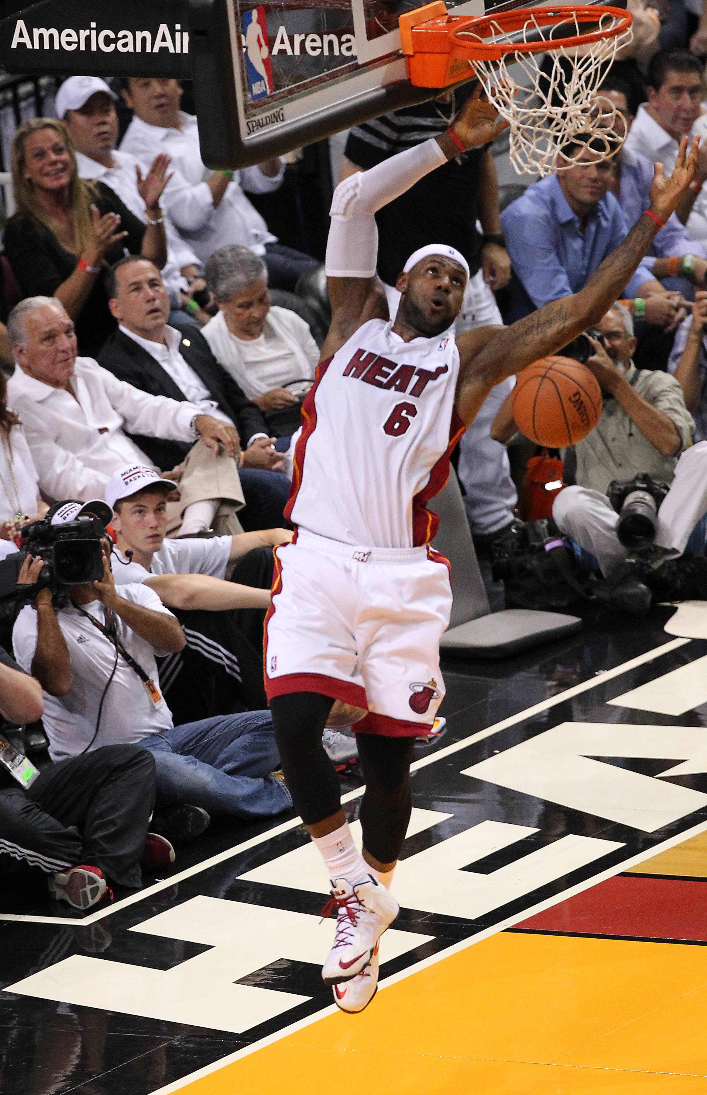 Miami Heat forward LeBron James dunks during the first quarter of Game 2 of the NBA Eastern Conference semifinal basketball game against the Brooklyn Nets at the AmericanAirlines Arena in Miami on Thursday, May 8, 2014. (AP Photo/El Nuevo Herald, David Santiago) MAGS OUT