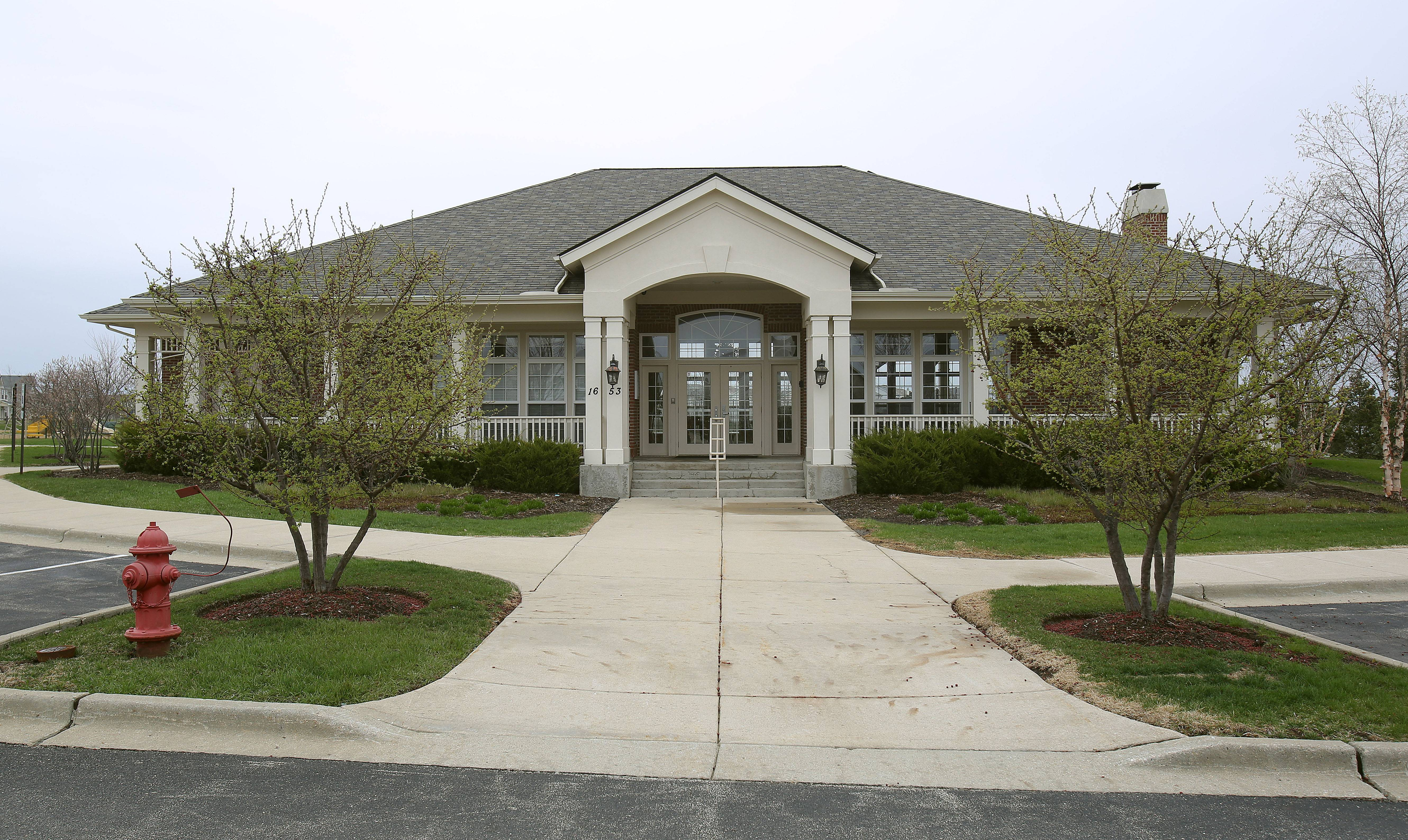 Lakewood Grove residents benefit from the use of a community clubhouse with swimming pool and tennis courts.