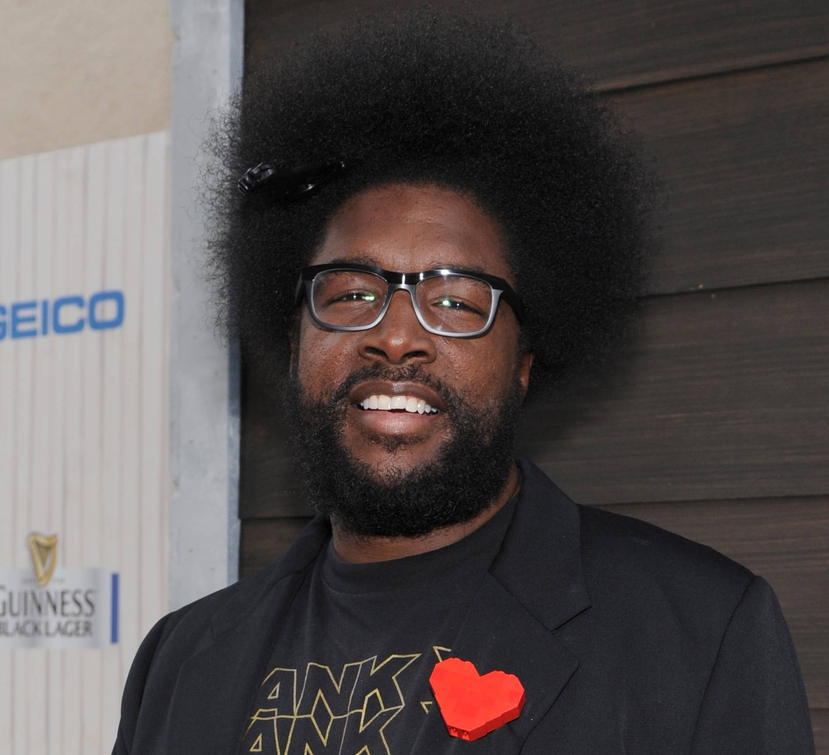 "Questlove is executive producing a music series for VH1 that will feature three artists performing simultaneously on one stage. ""SoundClash"" debuts July 23 with Lil Wayne, Fall Out Boy and buzzed British group London Grammar."