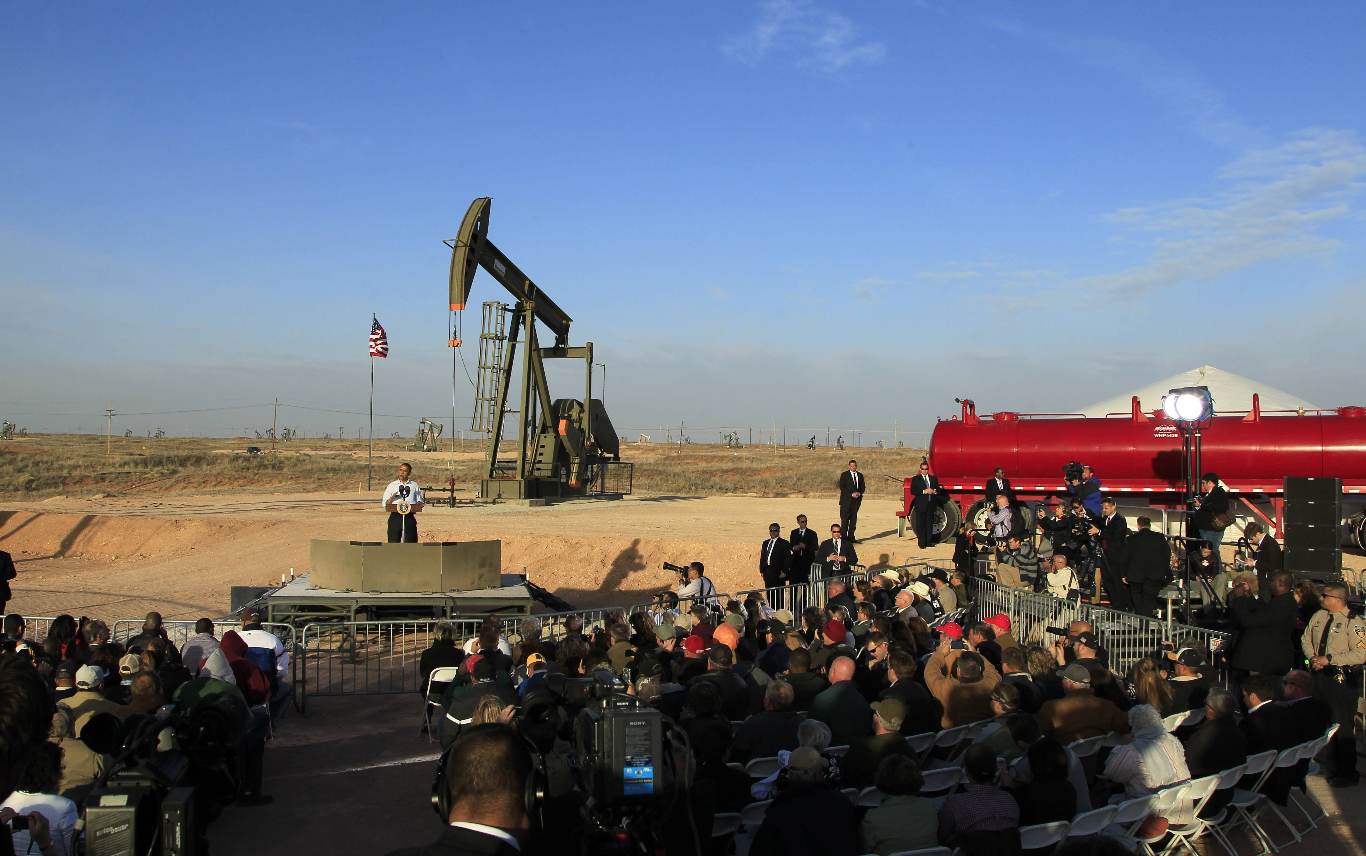 Associated PressWith oil pump jacks as a backdrop, President Barack Obama speaks at an oil and gas field on federal lands in Maljamar, N.M. The government has failed to inspect thousands of oil and gas wells it considers potentially high risks for water contamination and other environmental damage, congressional investigators say.