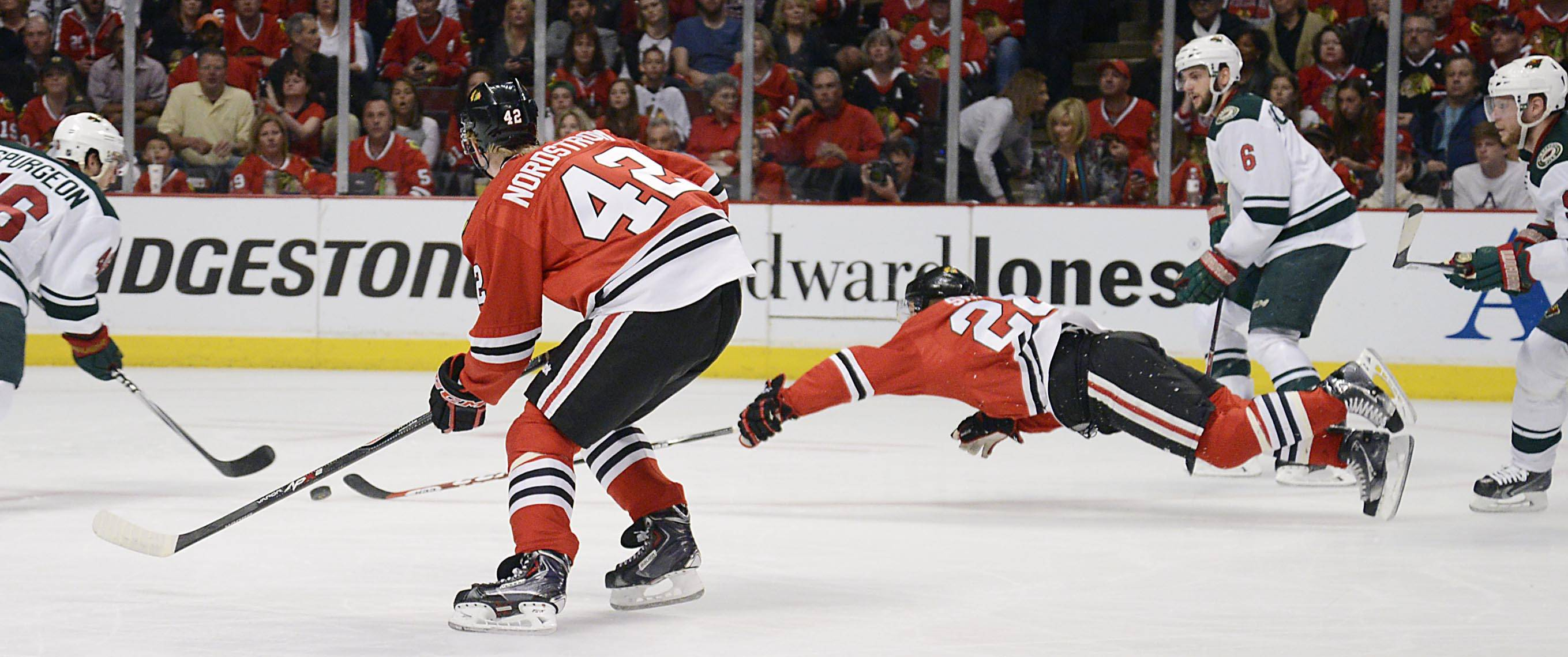 Chicago Blackhawks right wing Ben Smith lunges for the puck Sunday.