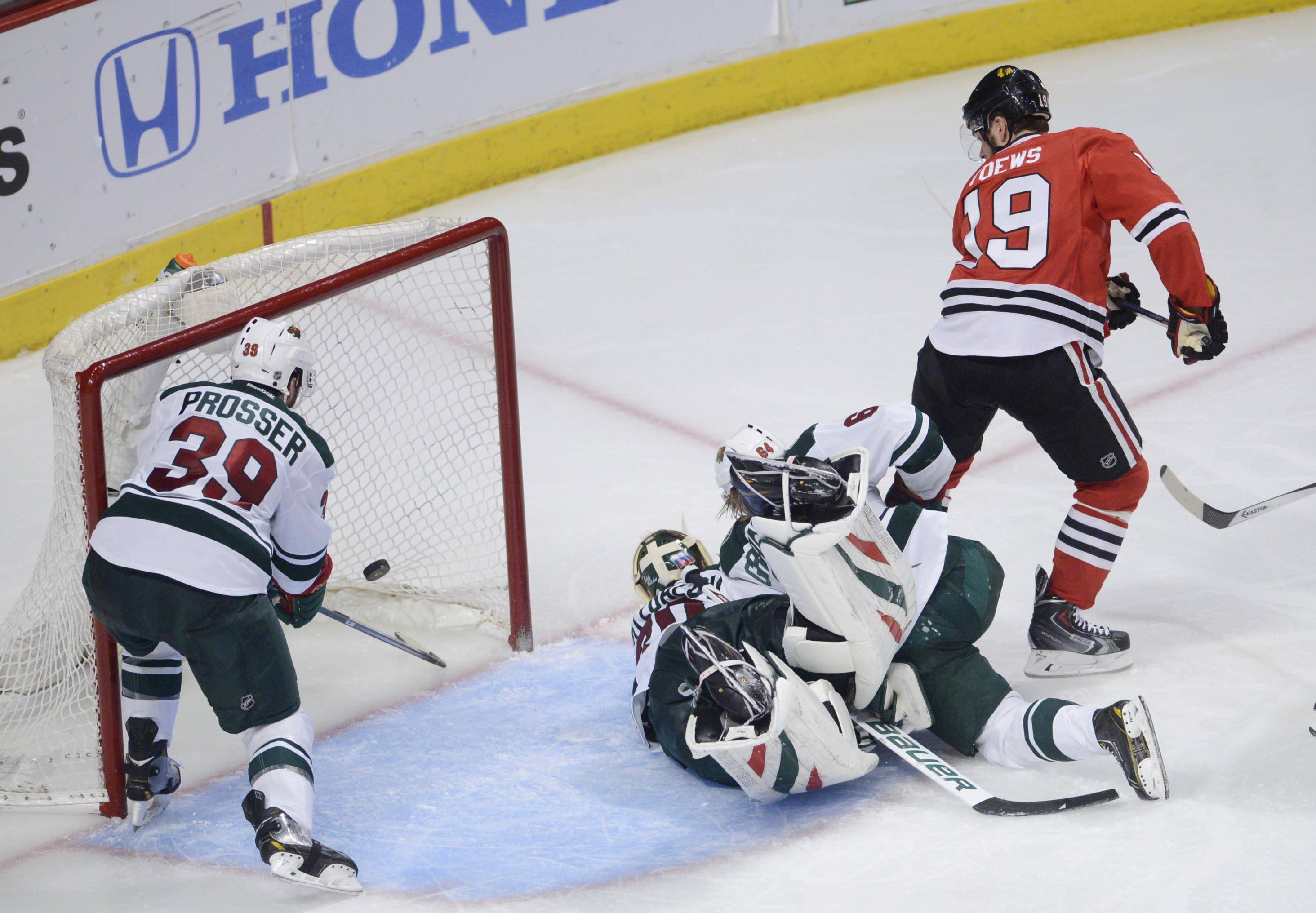 Chicago Blackhawks center Jonathan Toews scores his game-winning goal of the game against the Minnesota Wild in the third period.