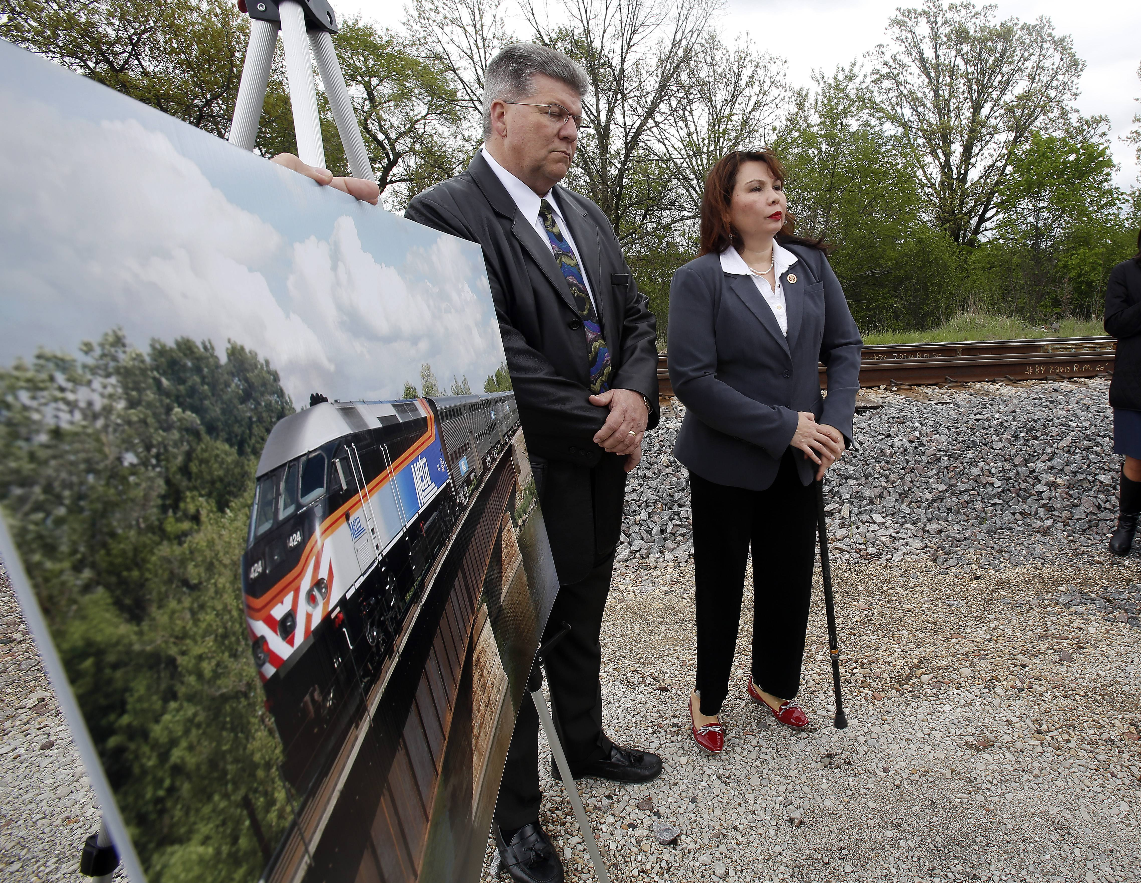 U.S. Rep. Tammy Duckworth and Bill Dorris, board chairman of the National Railroad Construction and Maintenance Association, said Thursday a Metra bridge over the Fox River in Elgin needs to be replaced. Having a single track means trains' schedules need to be coordinated and trains must slow down over the old bridge.