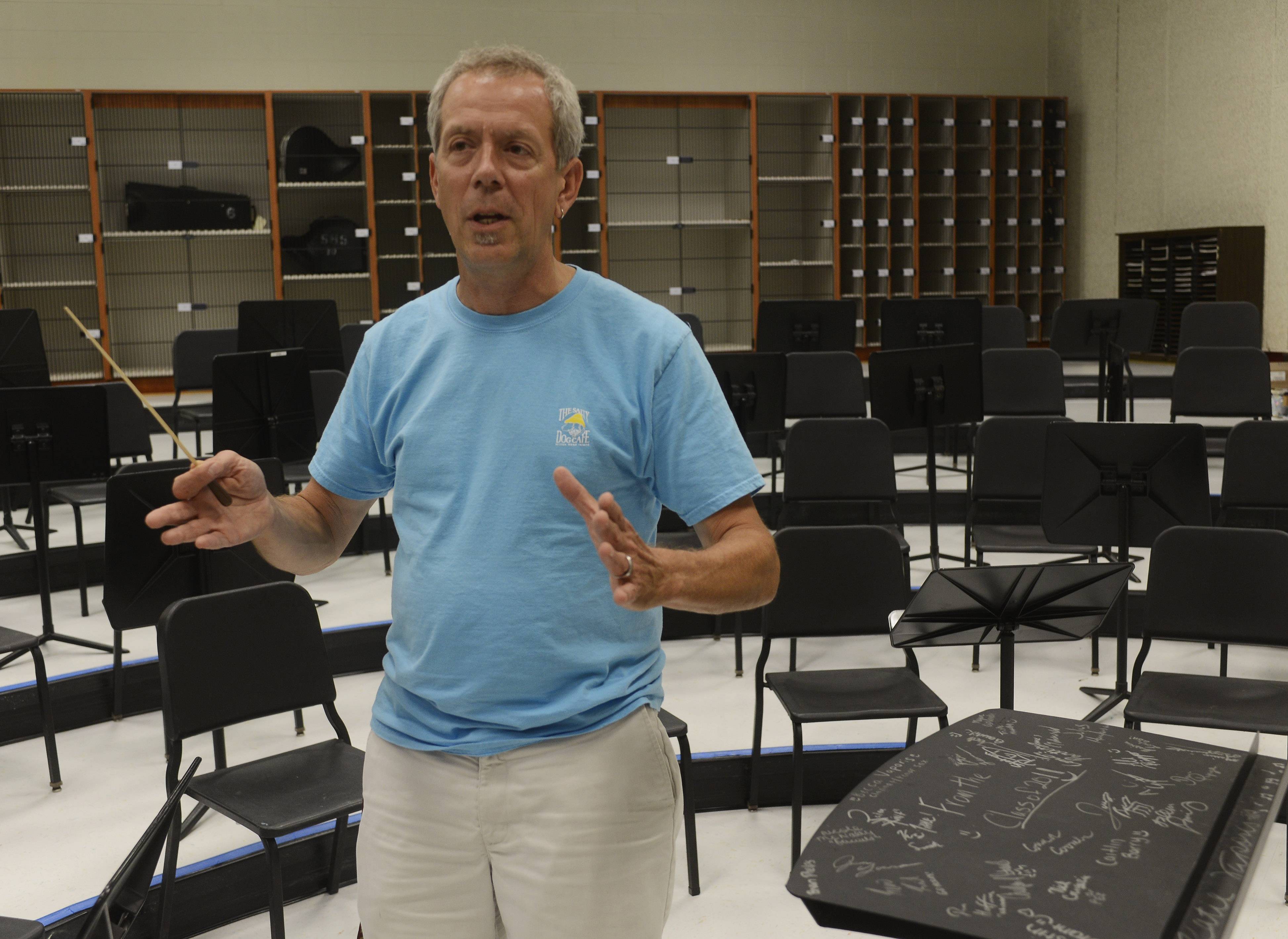 Kevin Miller, the retiring music department chair at Schaumburg High School, will conduct his final concert Monday night.