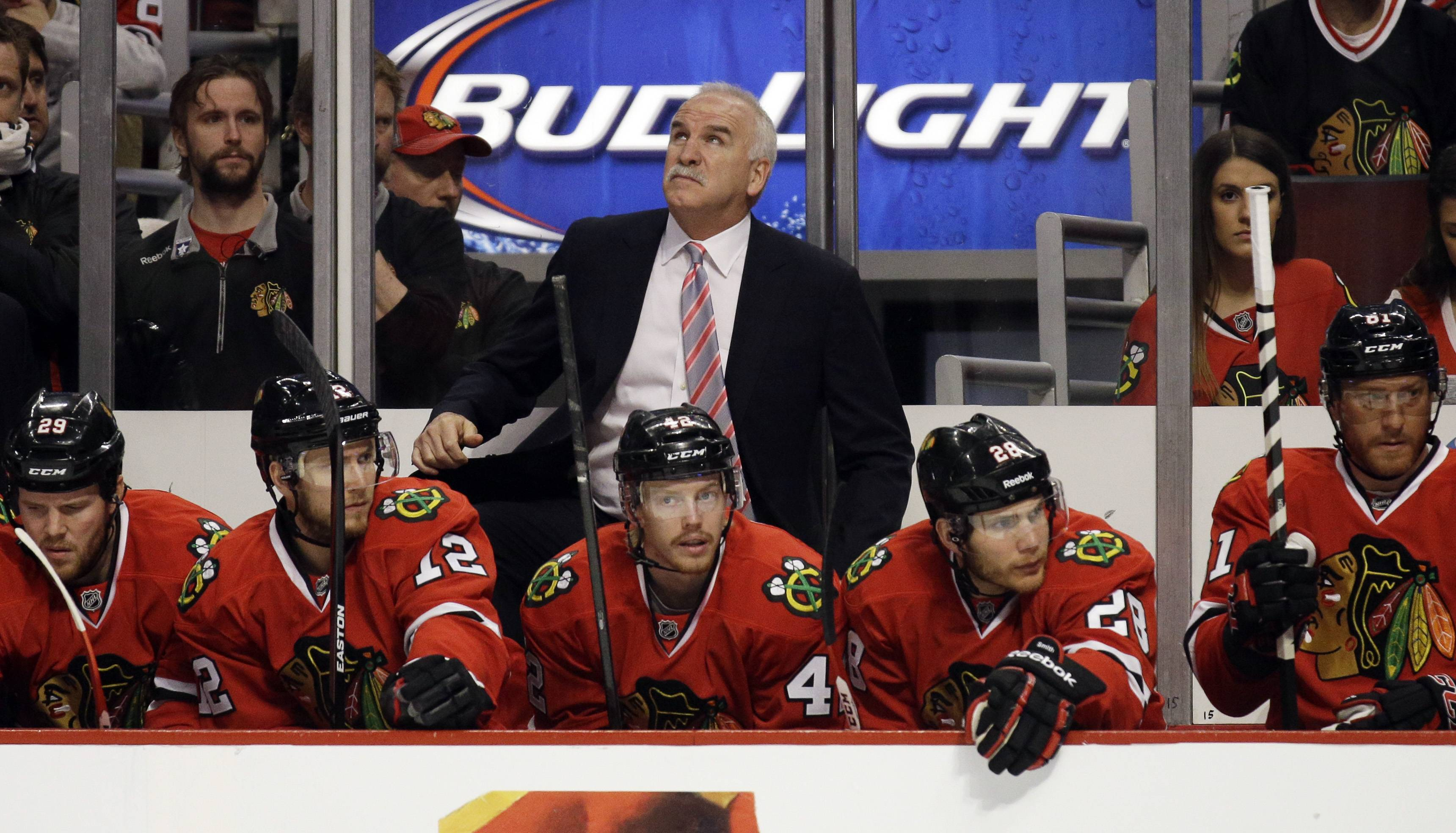 Chicago Blackhawks head coach Joel Quenneville looks up the score board during the first period in Game 5 of an NHL hockey second-round playoff series against the Minnesota Wild in Chicago,Sunday, May 11, 2014. The Blackhawks won 2-1. (AP Photo/Nam Y. Huh)