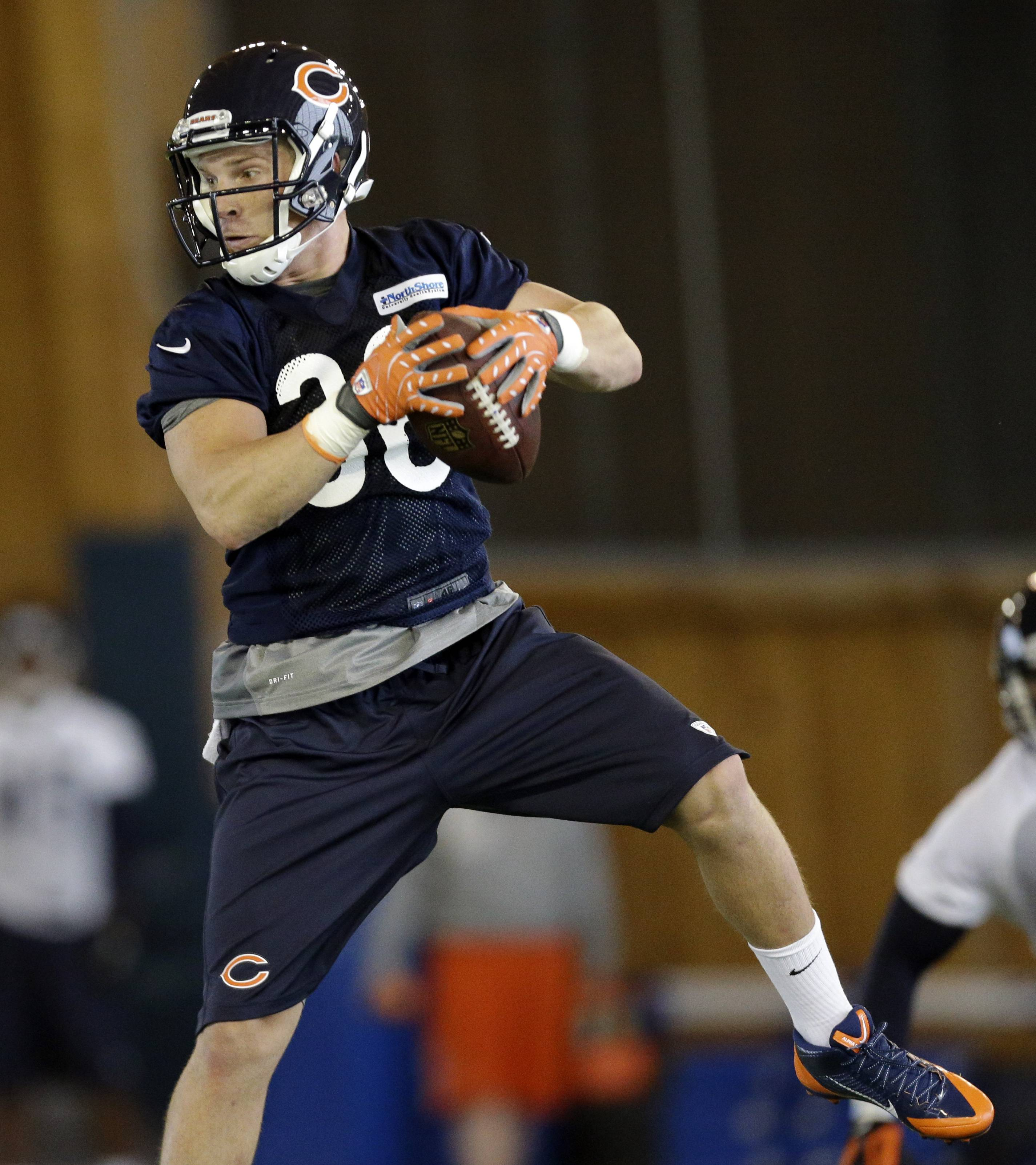 Bears running back Jordan Lynch catches the ball during the NFL football team's rookie minicamp in Lake Forest, Ill., on Friday, May 16, 2014.