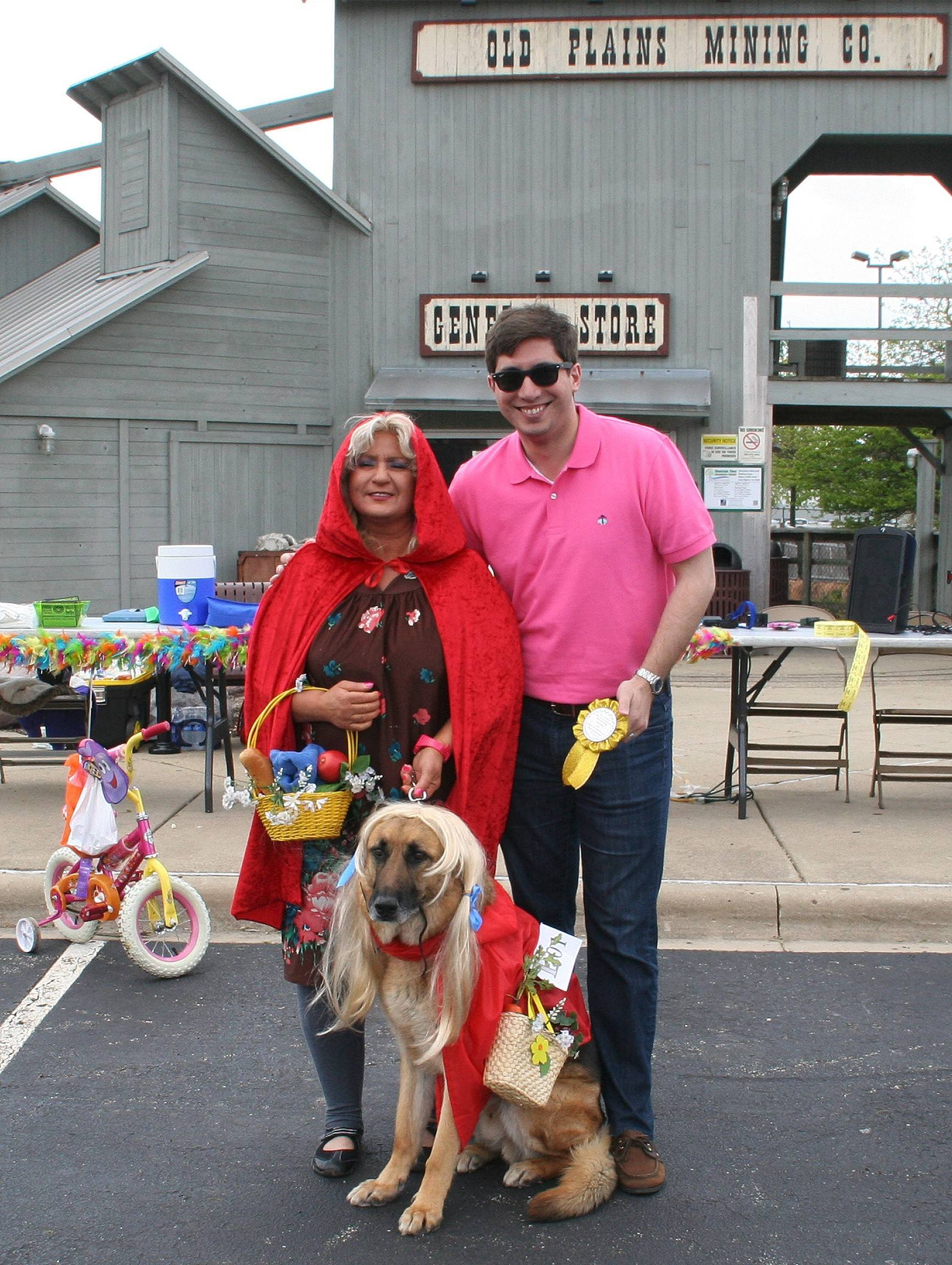 "The Pooch, Pet & Pedal Parade awarded prizes for best helmets, best theme and other categories. Mayor Matt Bogusz gives Shelly Pantano and her dog, Jackpot, the first-place award Saturday in the ""Look-Alike"" division."