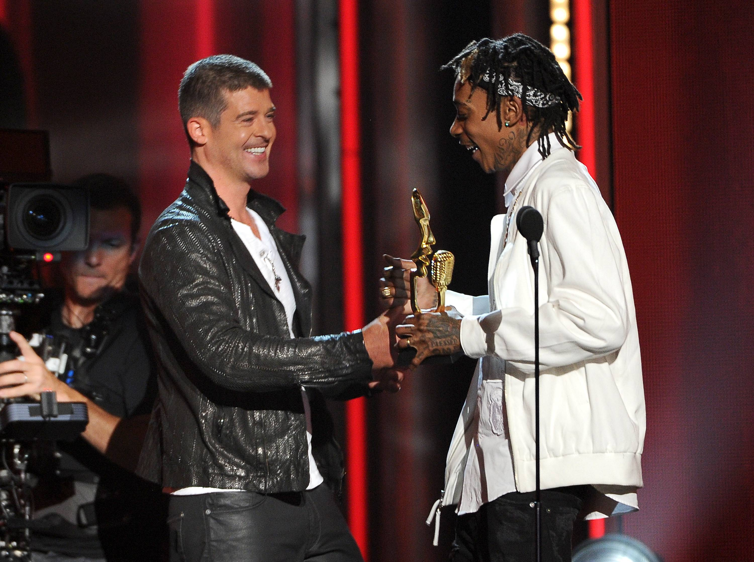 "Wiz Khalifa, right, presents the award for top R&B song to Robin Thicke for ""Blurred Lines"" at the Billboard Music Awards at the MGM Grand Garden Arena on Sunday, May 18, 2014, in Las Vegas."