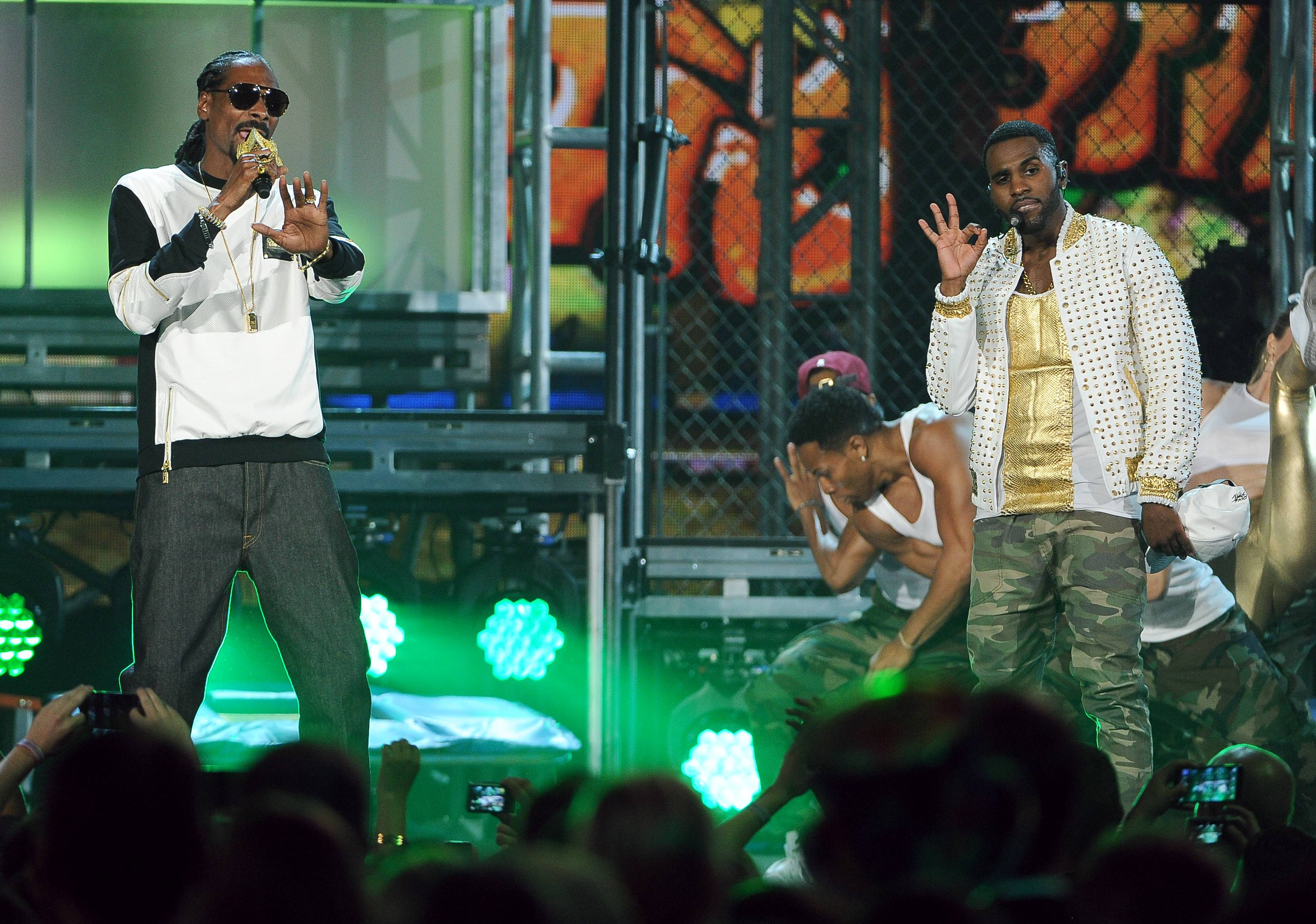 Snoop Dogg, left, and Jason Derulo perform on stage at the Billboard Music Awards at the MGM Grand Garden Arena on Sunday, May 18, 2014, in Las Vegas.