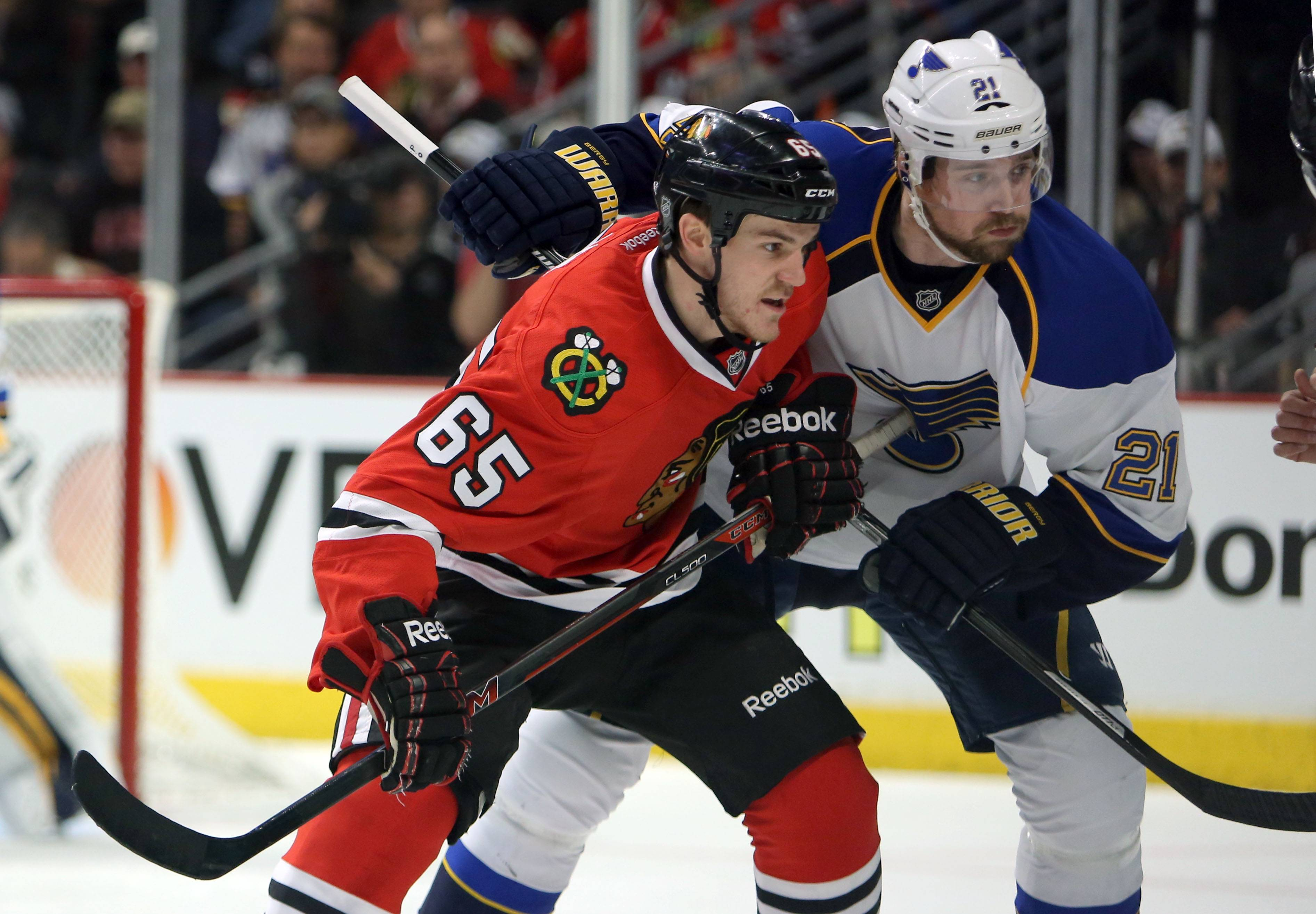 Andrew Shaw, here battling with the Blues' Patrik Berglund during the first round of the playoffs, is hoping to be back on the ice Wednesday night against the Kings at the United Center.