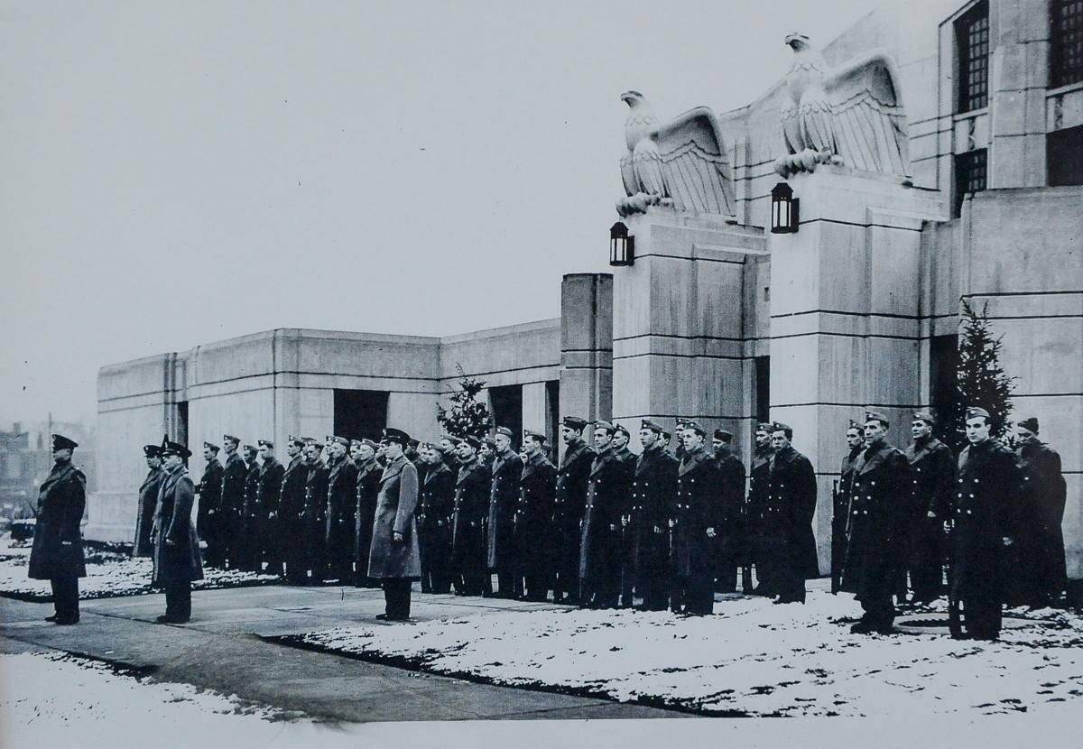 A picture of Illinois National Guardsmen called up in March 1941 in advance of World War II hangs in the Elgin Armory lobby.