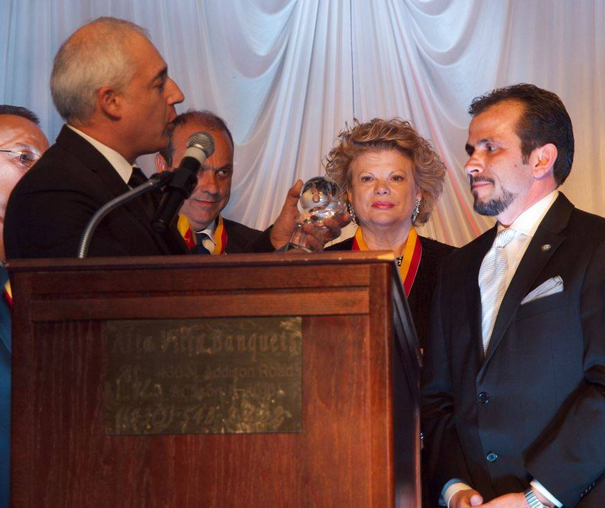Hawthorn Woods Mayor Joseph Mancino was recently awarded the Leadership Award by the Confederation of Sicilians in North America and Regional Association of Sicilian Americans.