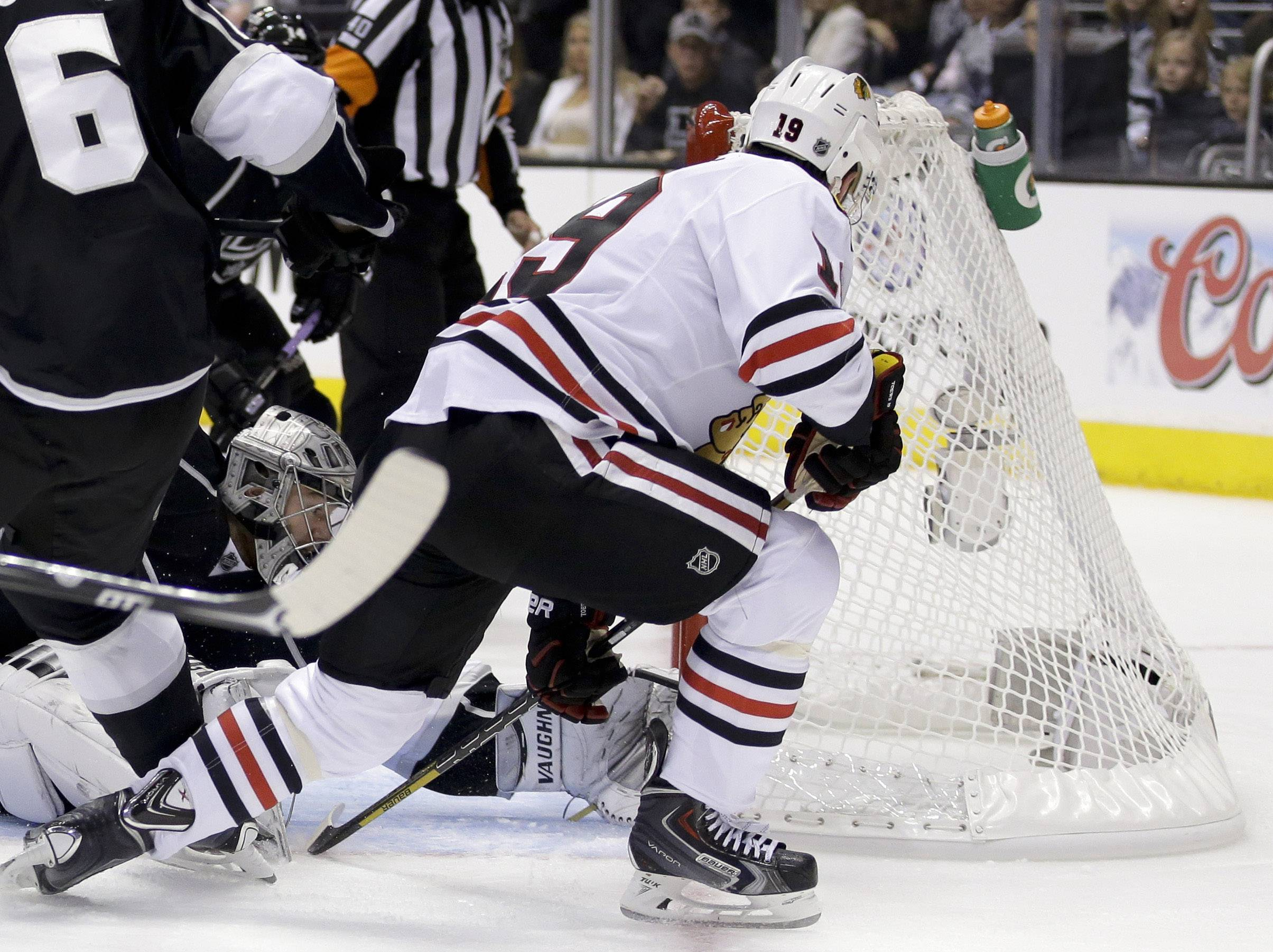 Chicago Blackhawks center Jonathan Toews, right, scores past Los Angeles Kings goalie Jonathan Quick during the first period of Game 3 of the Western Conference finals of the NHL hockey Stanley Cup playoffs in Los Angeles, Saturday, May 24, 2014.