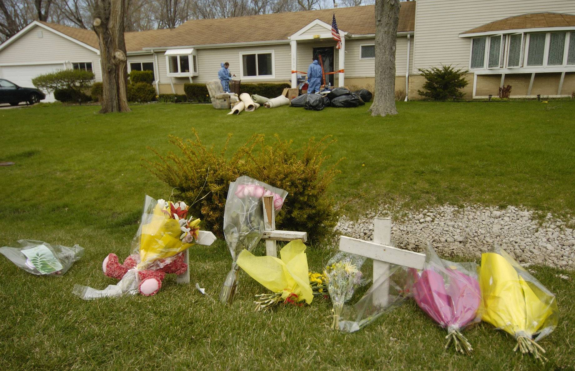 A makeshift memorial appeared outside the Engelhardt home in Hoffman Estates following the April 2009 deaths of 18-year-old Conant High School senior Laura Engelhardt, her father Alan Engelhardt, and her maternal grandmother Marlene Gacek.