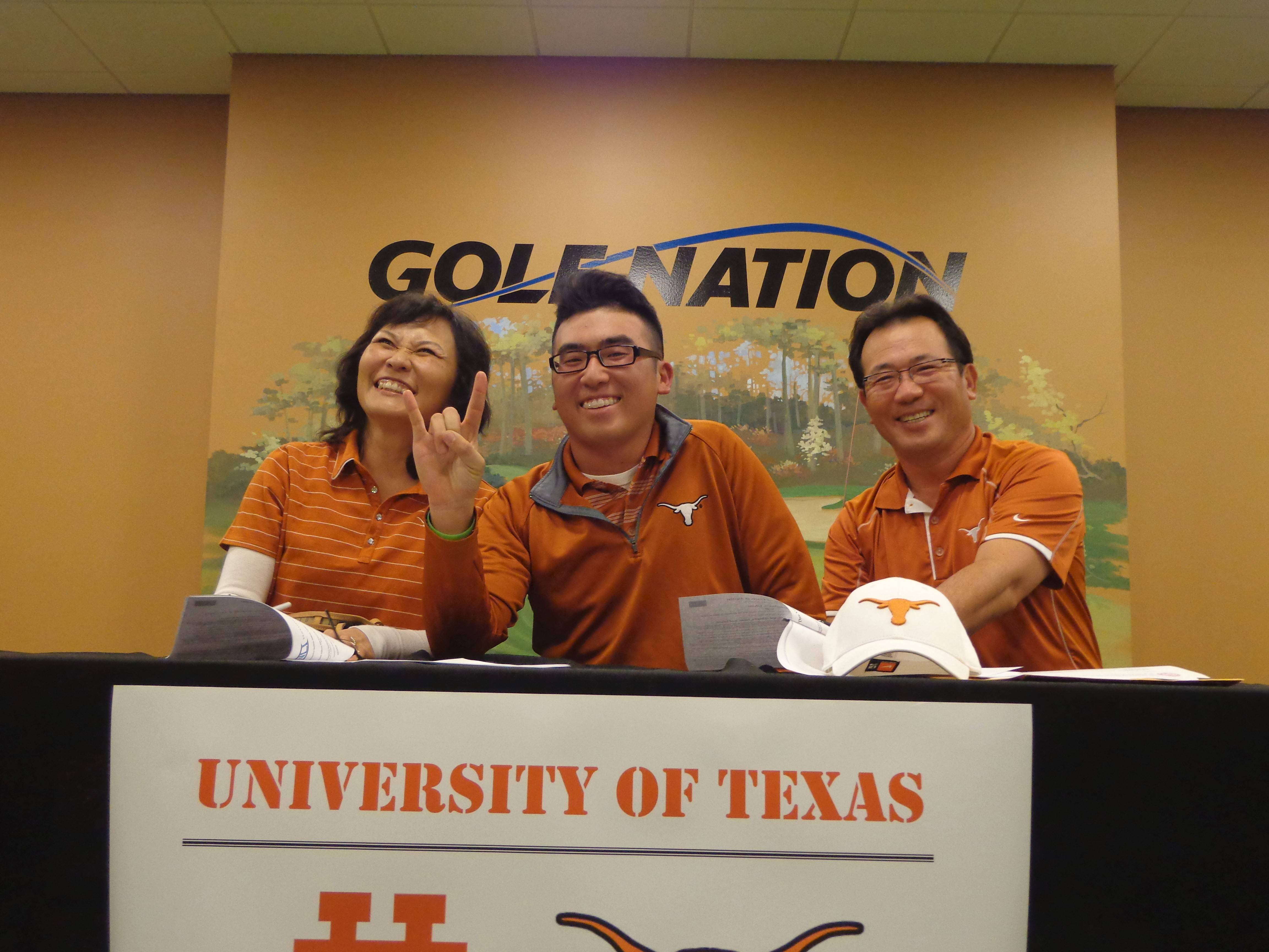 Doug Ghim, center, recently won an American Junior Golf Association tournament and is ranked No. 5 among top juniors. The Arlington Heights native will be a freshman on the University Texas golf team this fall.