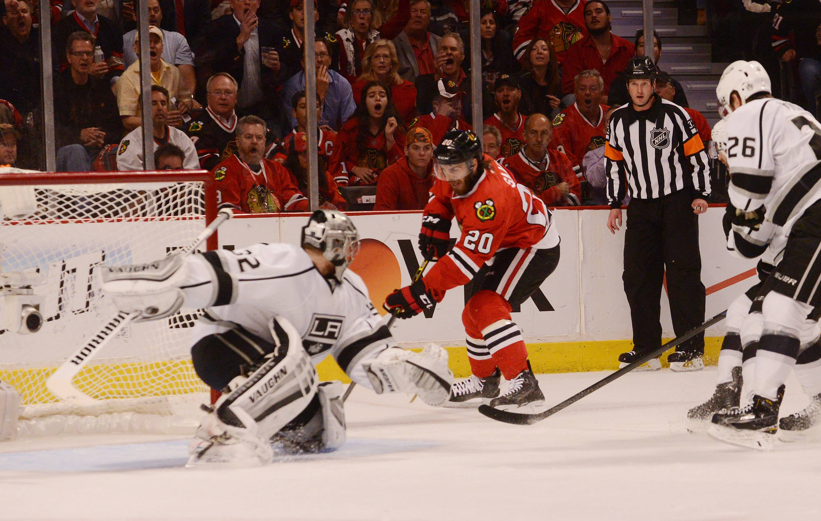 Chicago Blackhawks left wing Brandon Saad scores in the first period.
