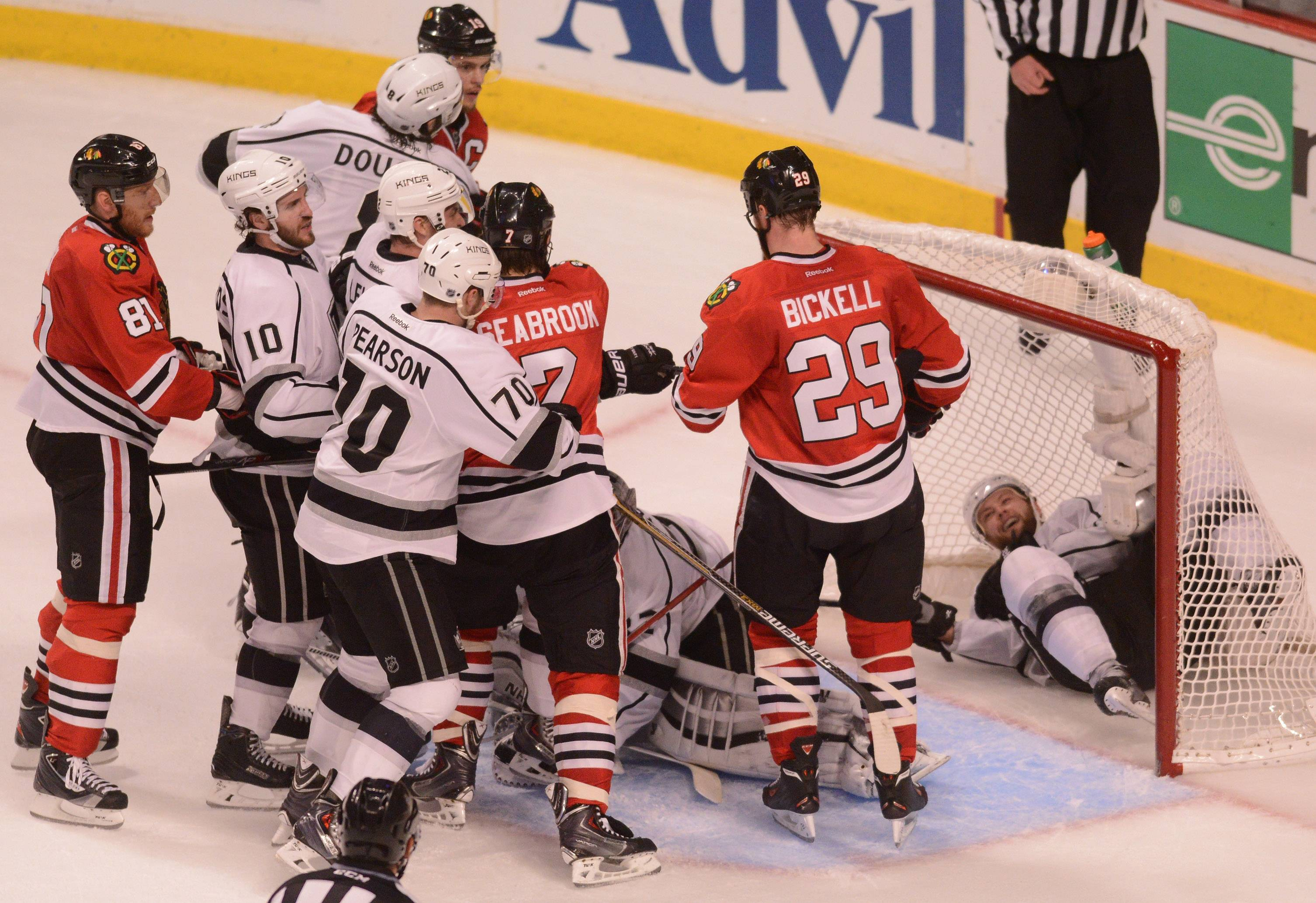Chicago Blackhawks left wing Patrick Sharp tries to dig for a puck in the second period .