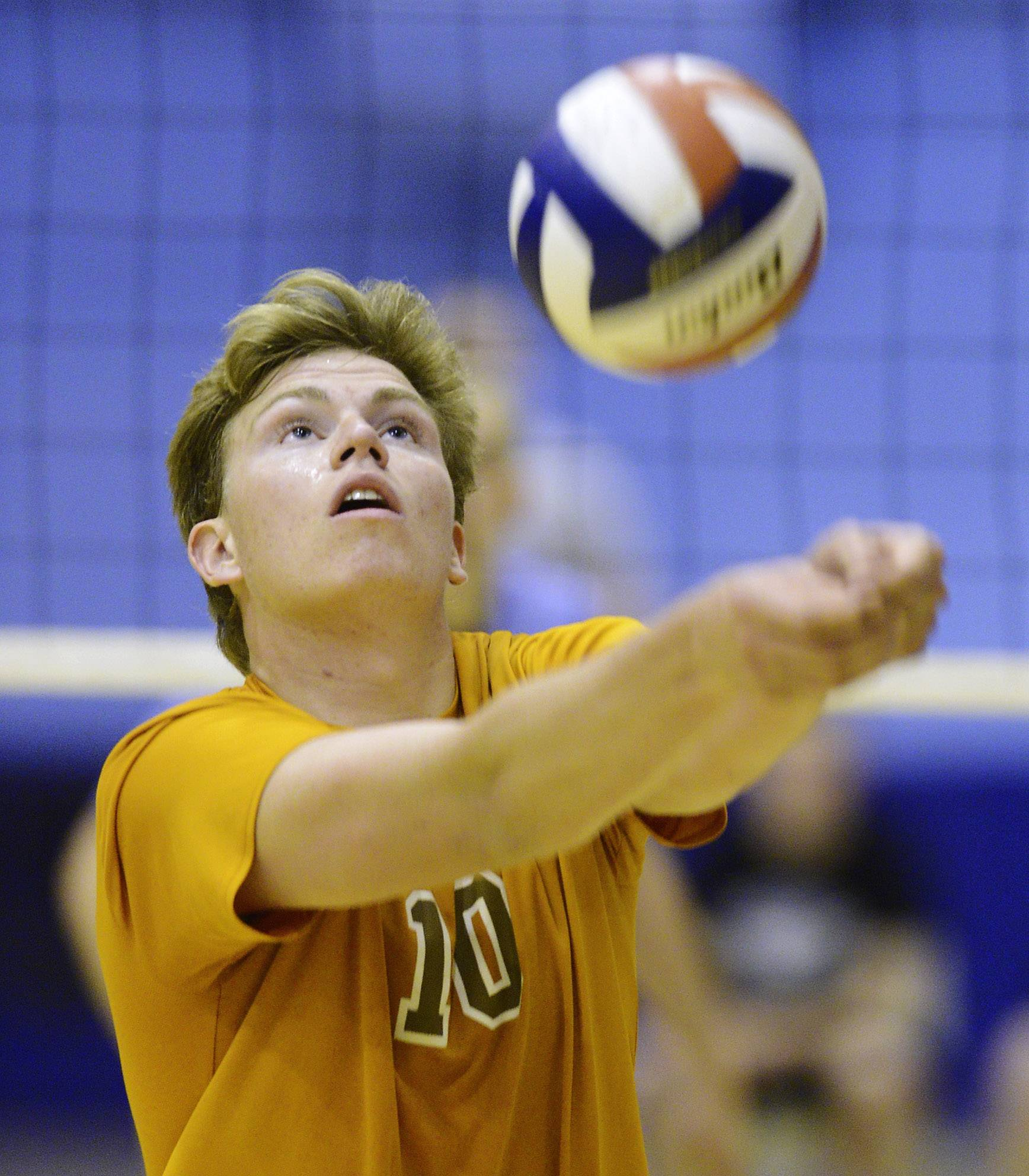 Hersey's Matt Torvik hustles for a dig during Wednesday's regional final in Mount Prospect.