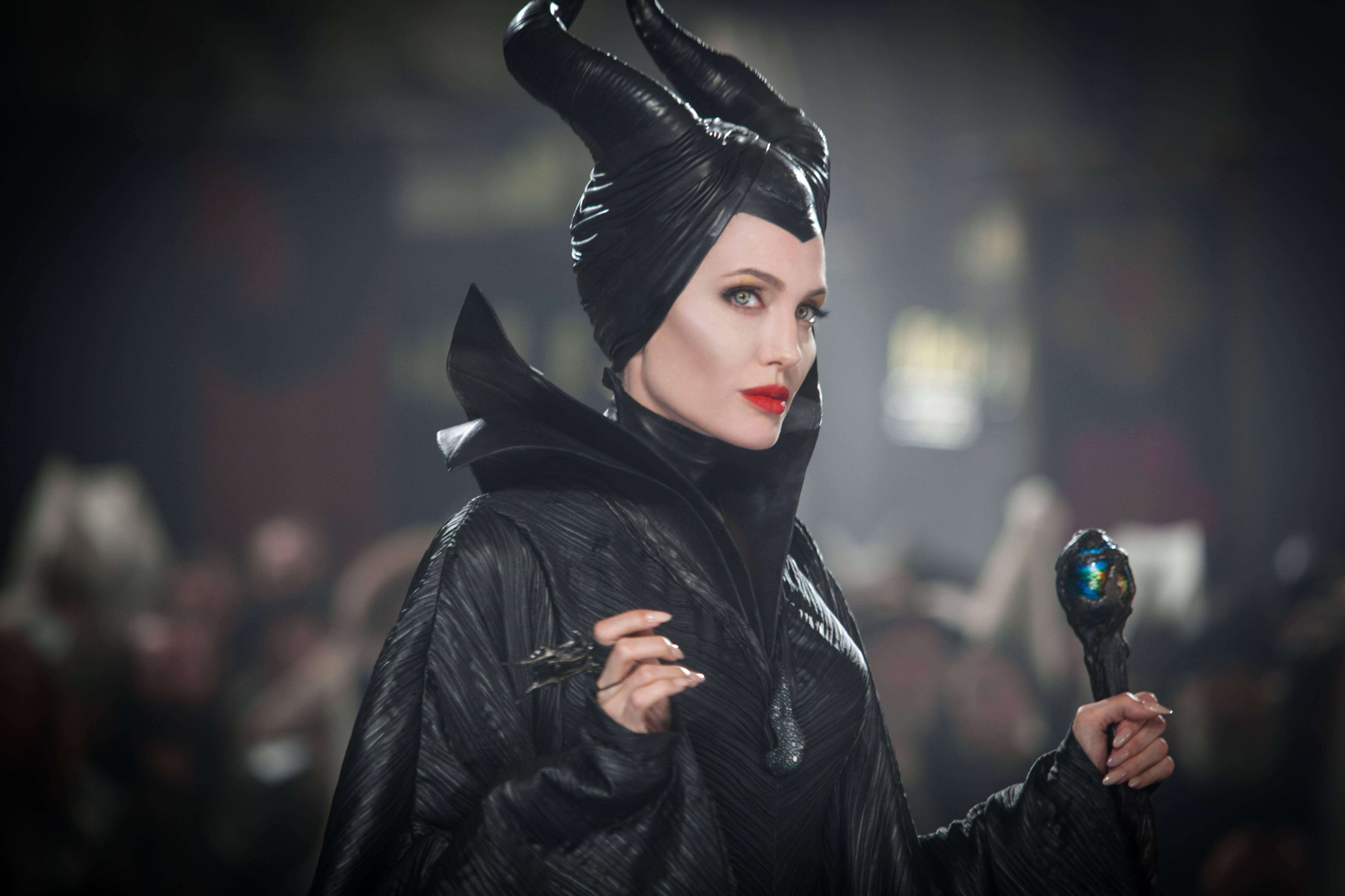 "Angelina Jolie's ""Maleficent"" looks stunning, but hangs out with dull and boring characters in a live-action, 3-D spinoff."