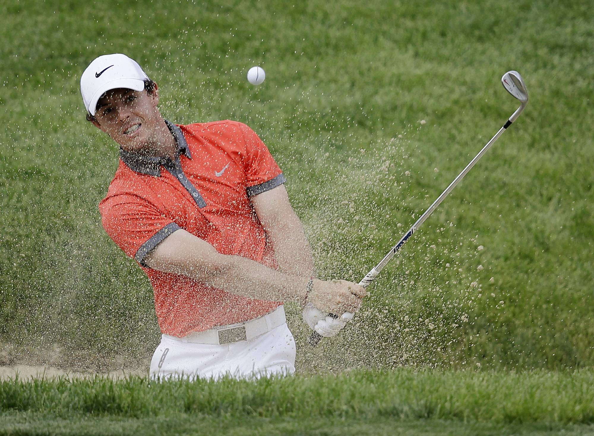 Whether it's his health or his personal life, Rory McIlroy is not easily distracted when he's on top of his game.McIlroy made two eagles and three birdies on the back nine at Muirfield Village -- along with a double bogey -- on his way to a 9-under 63 and a three-shot lead Thursday after the opening round of the Memorial.