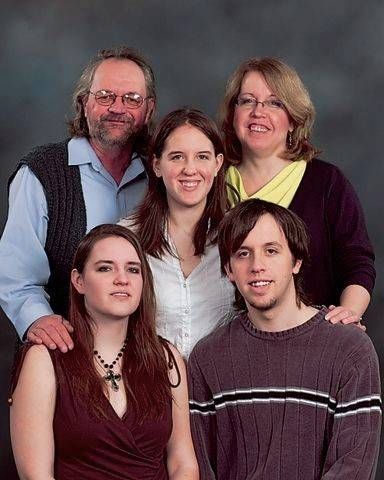 Alan and Shelly Engelhardt (back row), Laura Engelhardt (middle), Amanda Engelhardt and Jeff Engelhardt (first row).