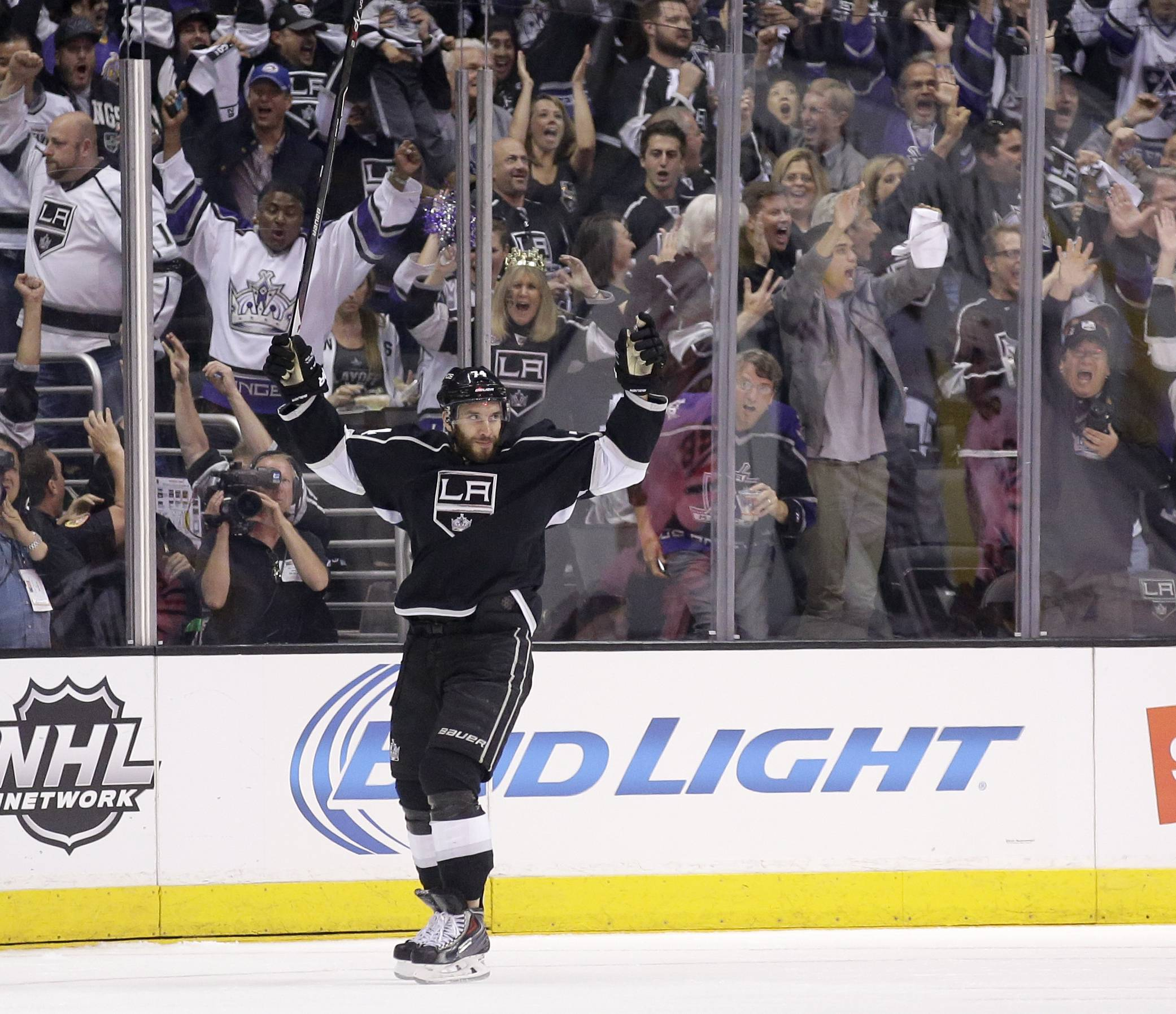 Los Angeles Kings left wing Dwight King celebrates his goal against the Chicago Blackhaw during first period of Game 6 of the Western Conference finals of the NHL hockey Stanley Cup playoffs in Los Angeles on Friday, May 30, 2014.