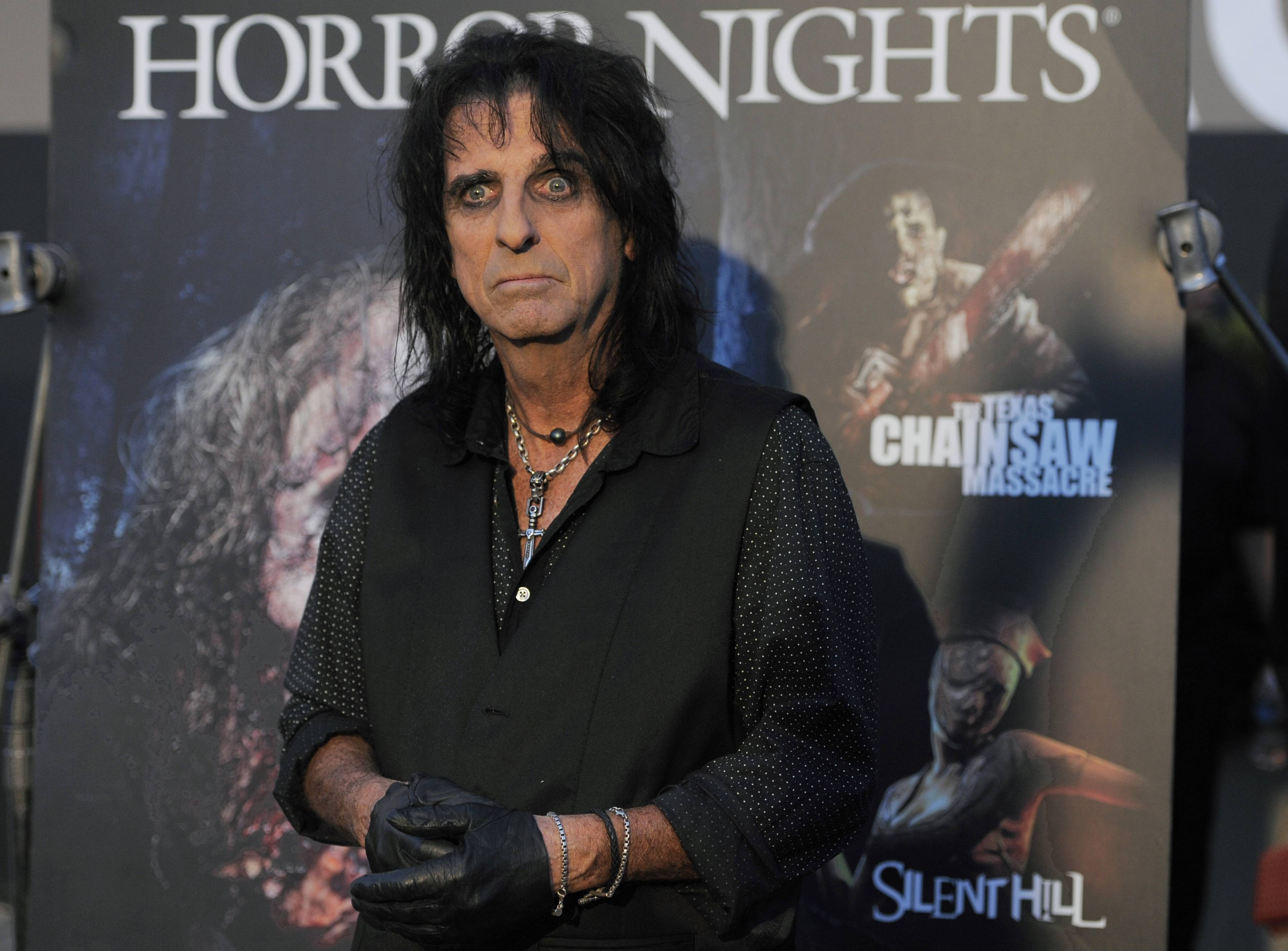 "Alice Cooper feels that many of the contemporary male artists lack the glamour and over-the-top theatricality of being a rock star. ""Shakira, Rihanna, Katy Perry, Lady Gaga, it seems like all the girls decided to do it big these days."""
