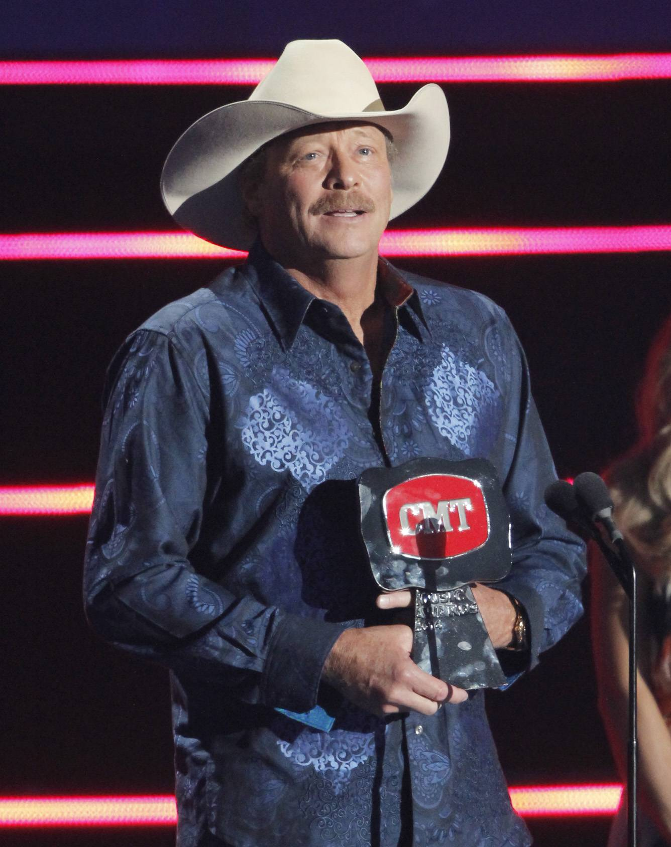 Alan Jackson accepts the CMT impact award.