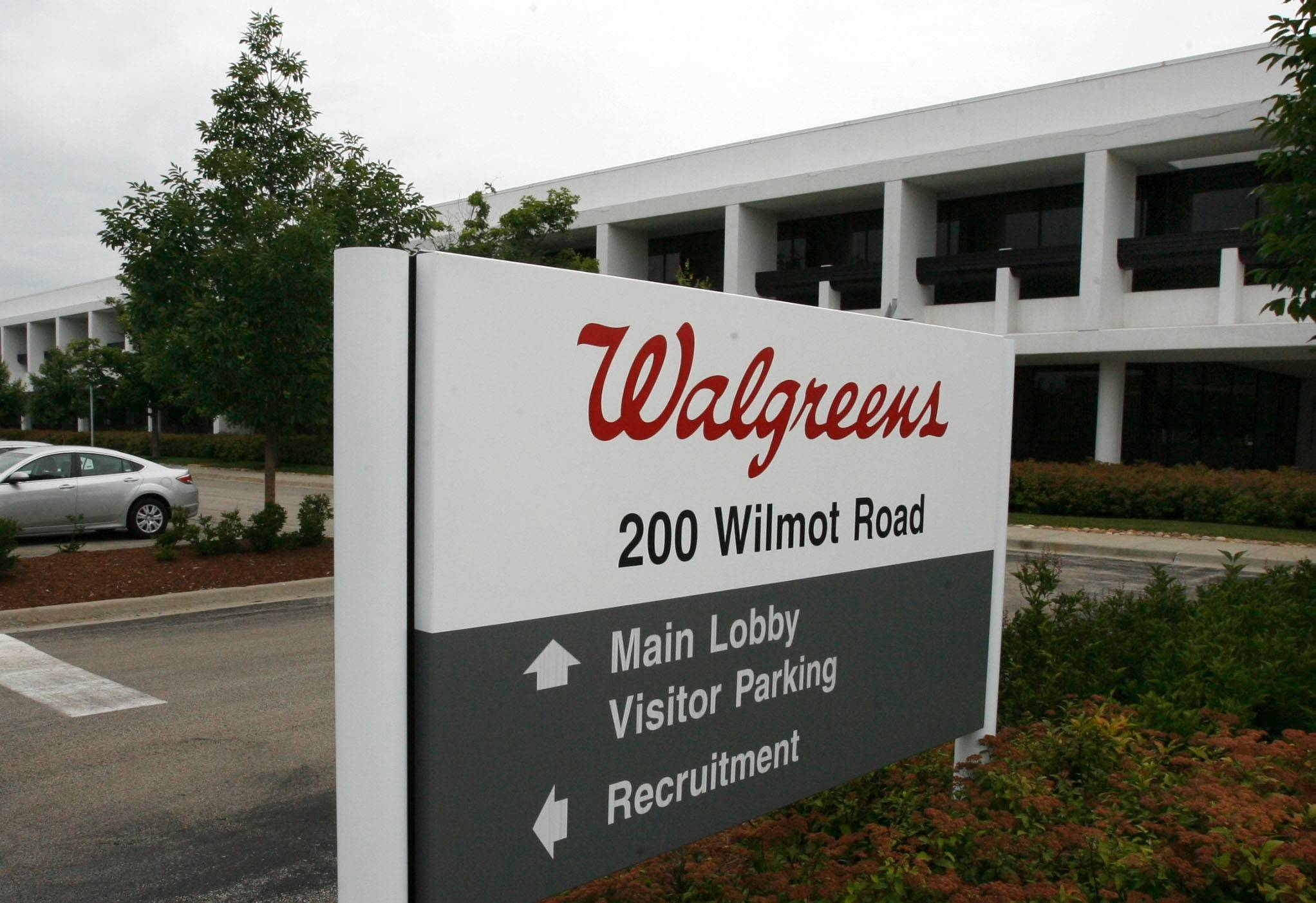 Walgreen's revenue from established stores climbed 4.4 percent last month as more freely spending shoppers trumped a slight decrease in store traffic.