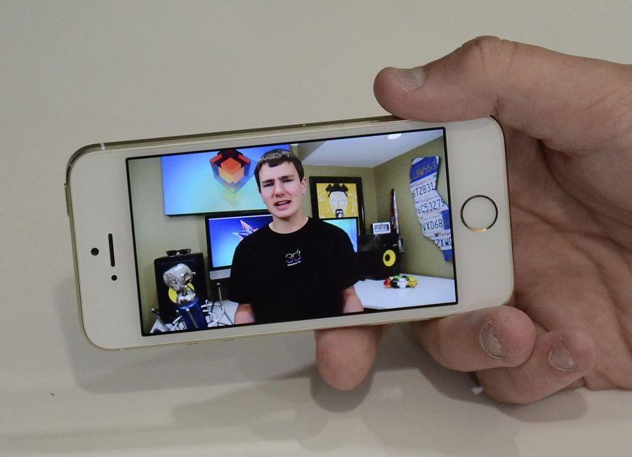 Arlington Heights teen tech reviewer finds huge audience online