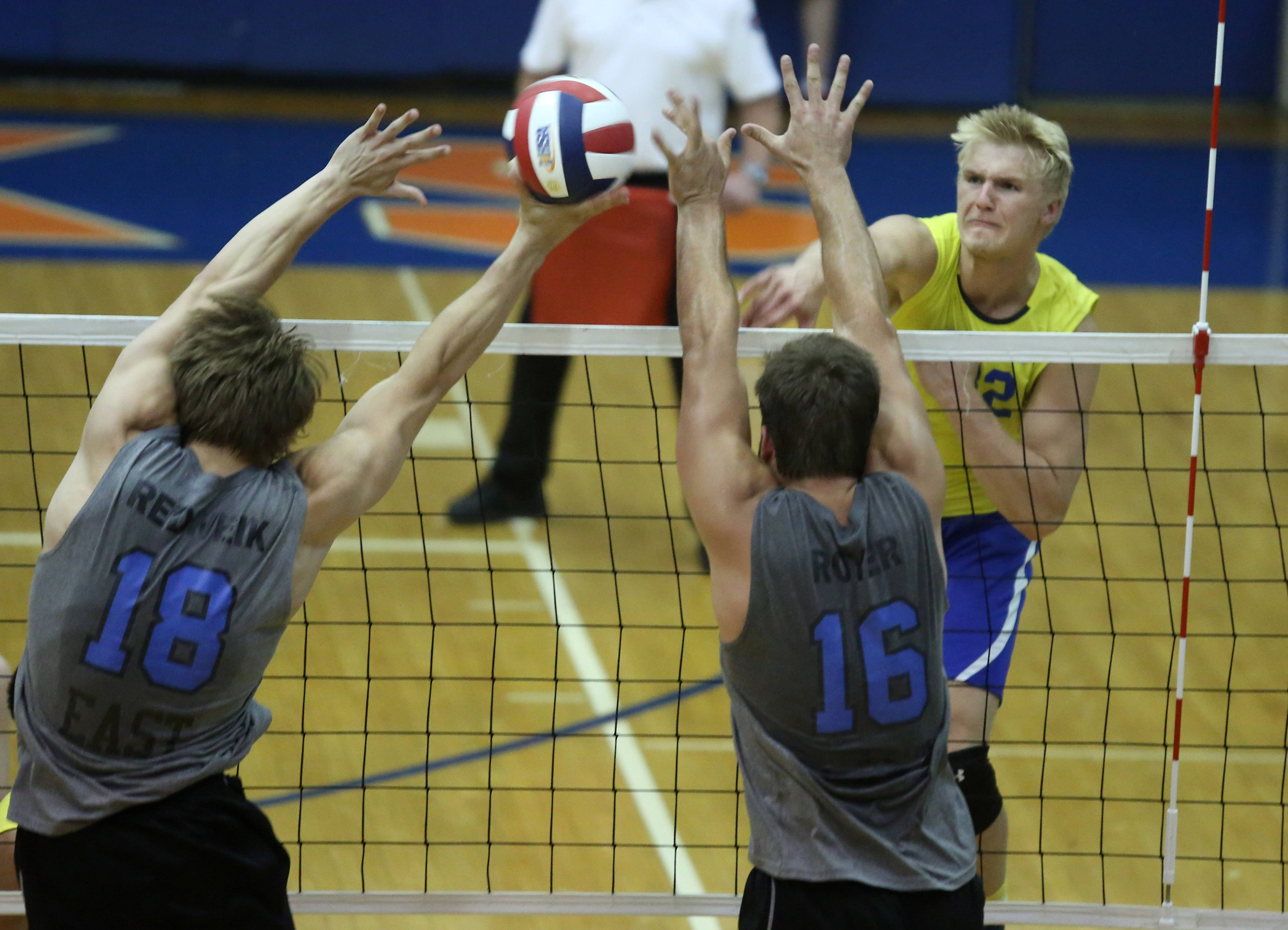 Warren's Zachary Schultz attacks through the block from Lincoln-Way East's Aaron Redweik and Austin Royer on Saturday at Hoffman Estates.