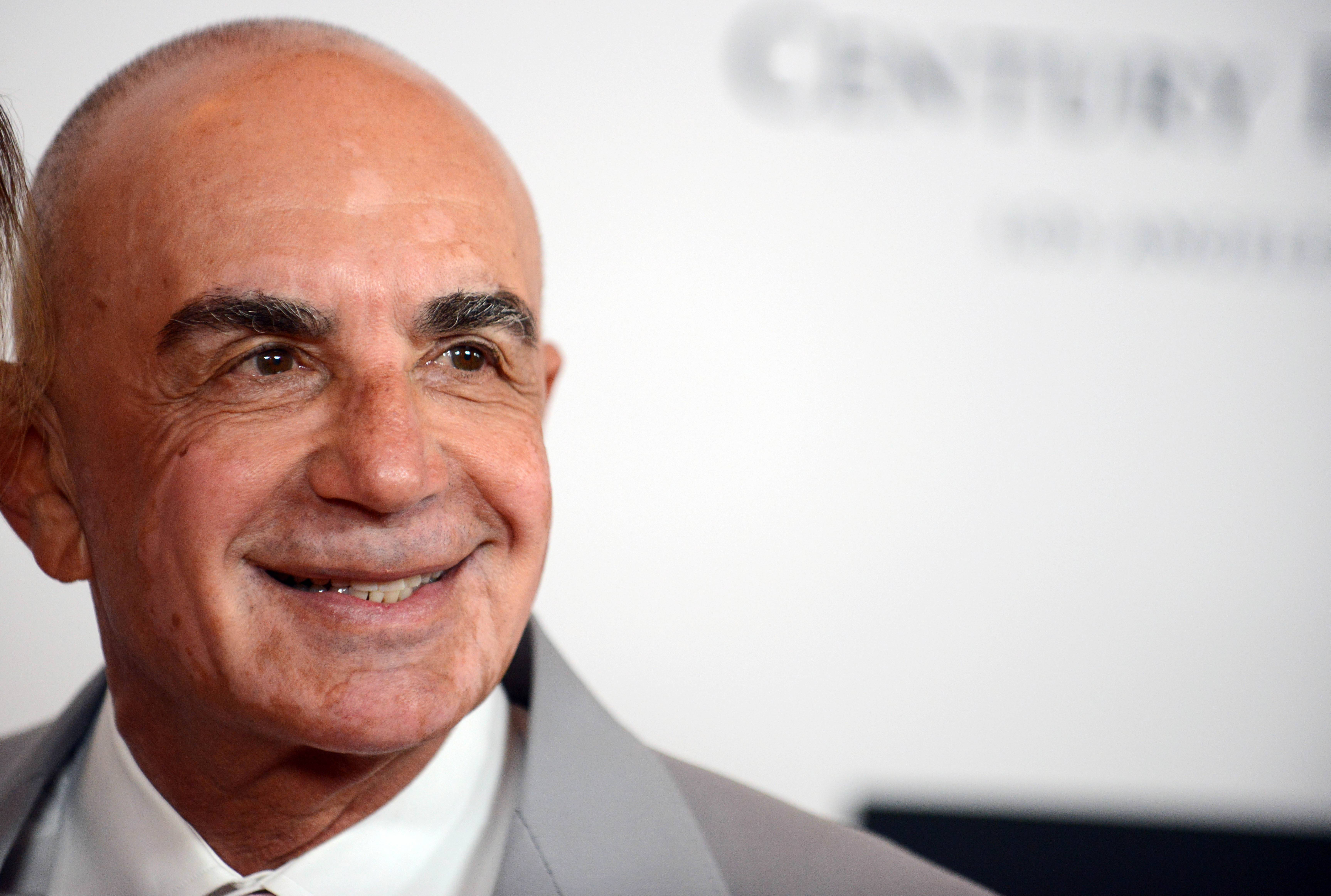 Attorney Robert Shapiro joined a high profile Los Angeles law firm and was one of the founders of Legal Zoom.com, a do-it-yourself document service for people bringing lawsuits.