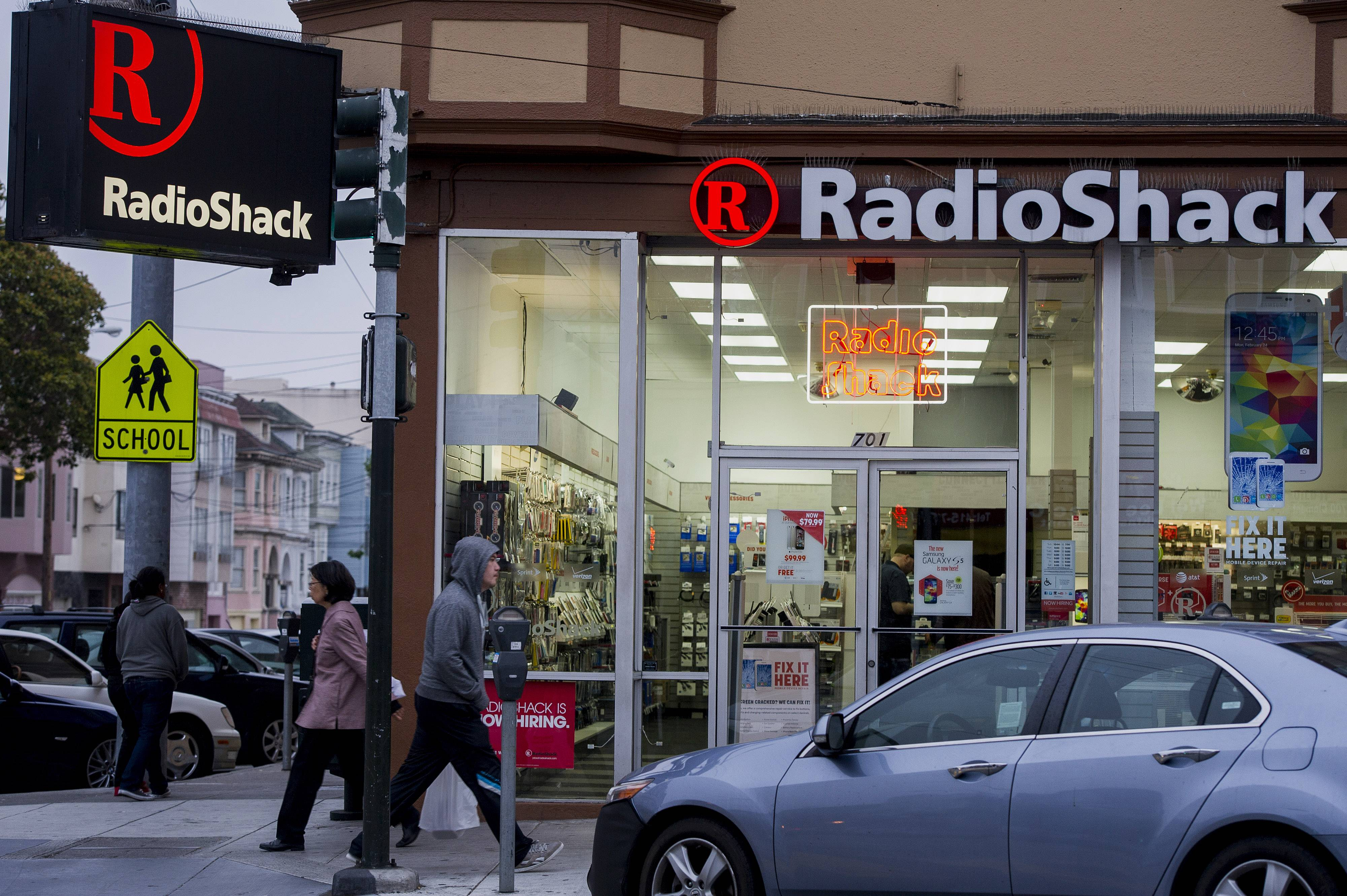 RadioShack's first-quarter loss widened and revenue slumped as the retailer dealt with weakness in its mobile business and consumer electronics.