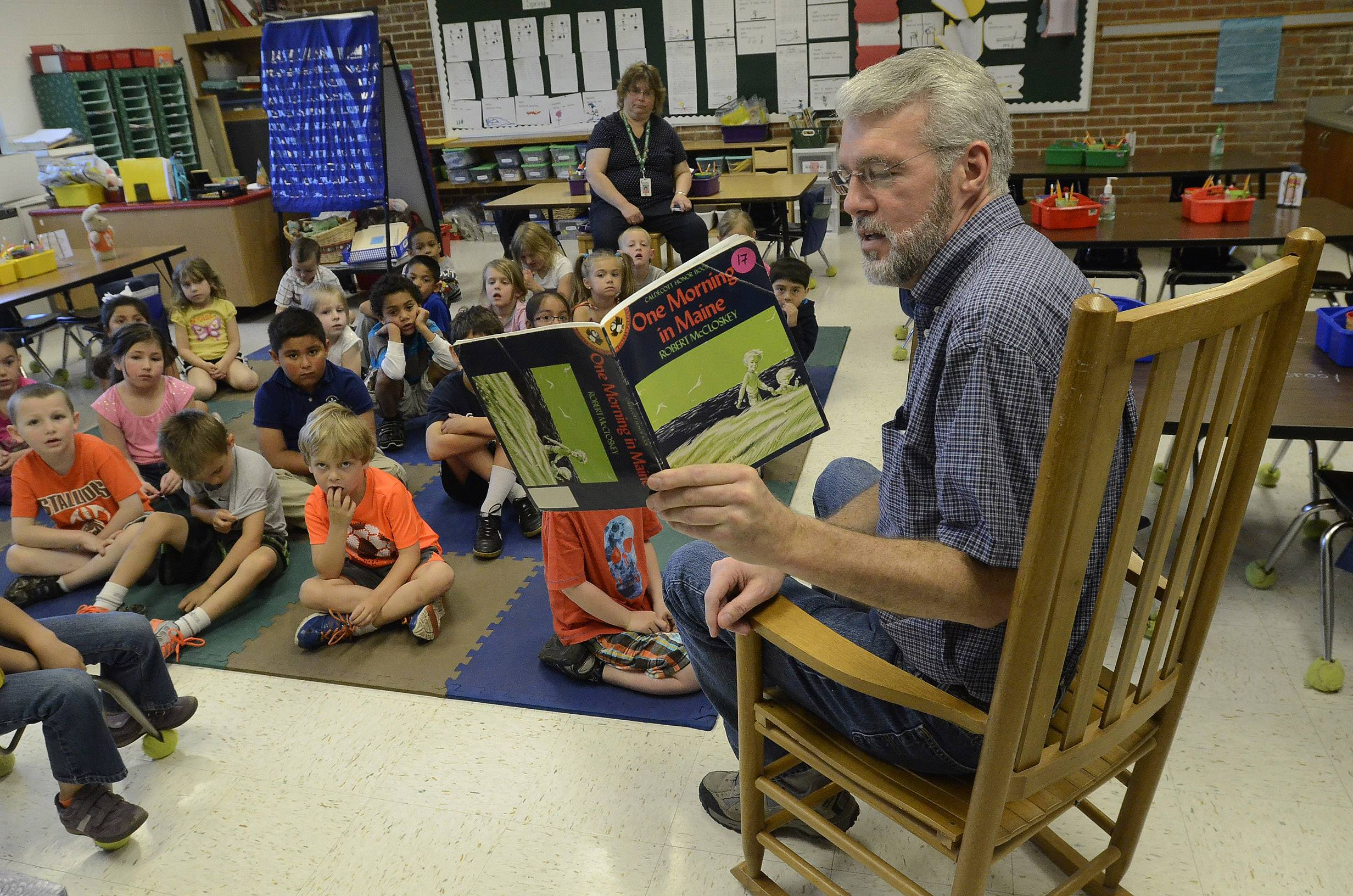 Mark Stein reads to kindergartners at Washington School in Mundelein.