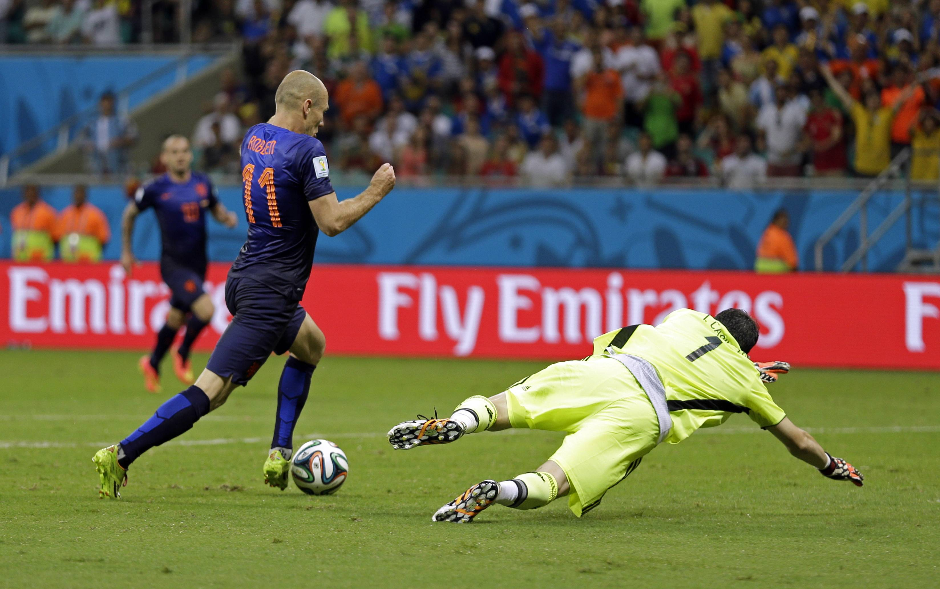Netherlands' Arjen Robben goes around Spain's goalkeeper Iker Casillas to score his side's fifth goal during the second half of the group B World Cup soccer match between Spain and the Netherlands at the Arena Ponte Nova in Salvador, Brazil, Friday, June 13, 2014.