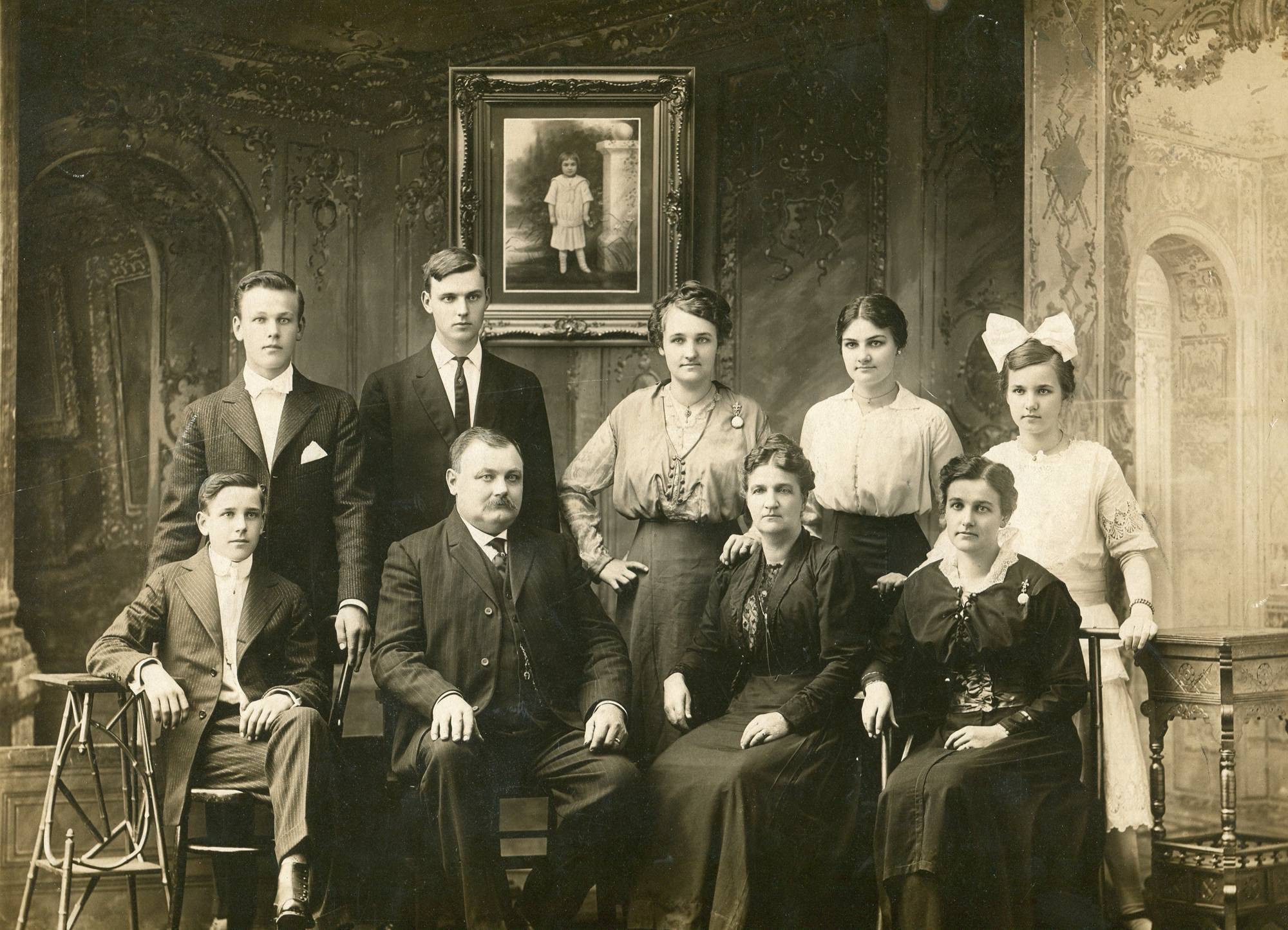 John and Christine Meyn had eight children, seven of whom are in this photo.