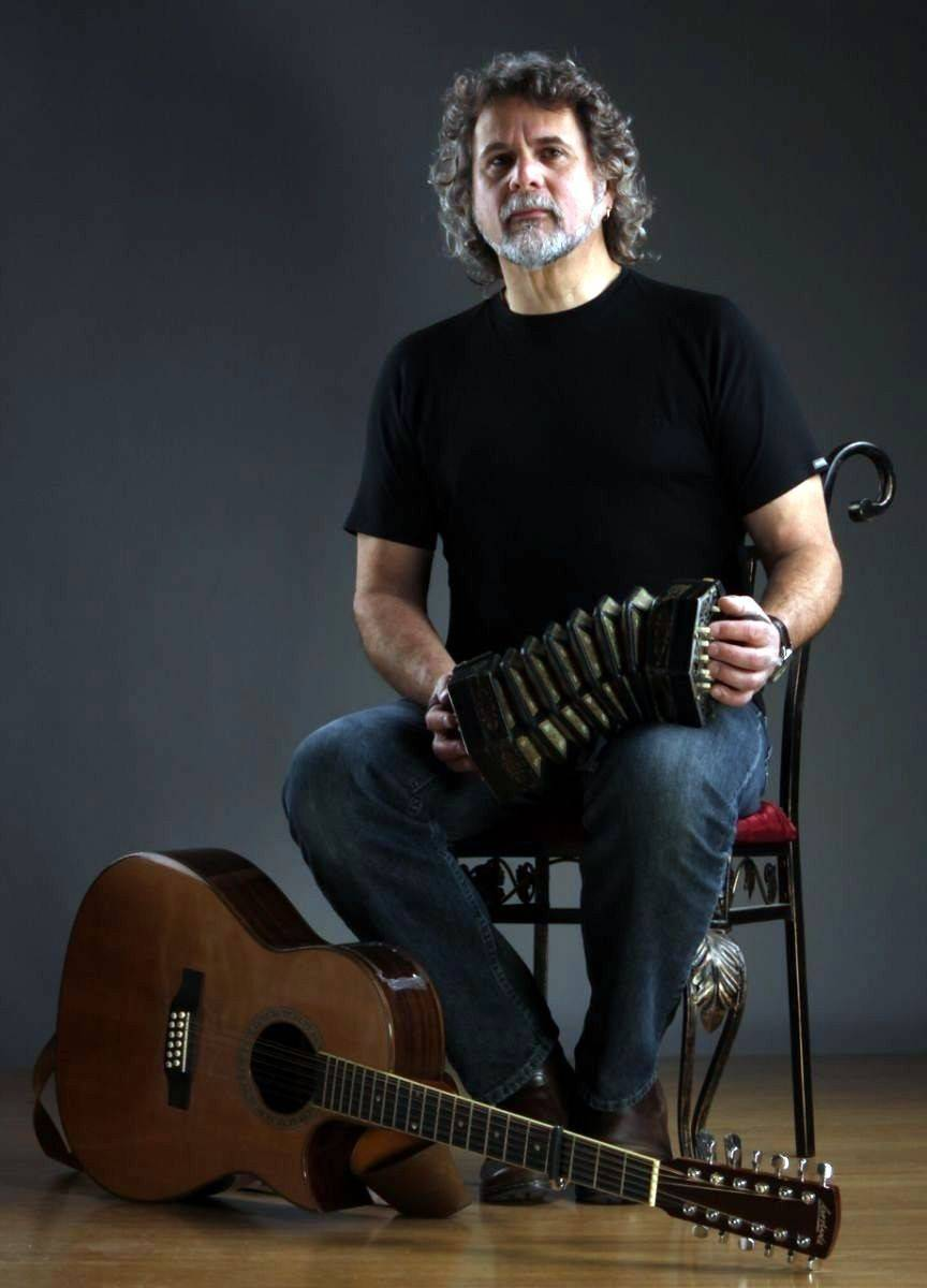 Folk singer and songwriter Tom Kastle headlines in  a Lake County Folk Club-sponsored concert in Gurnee.