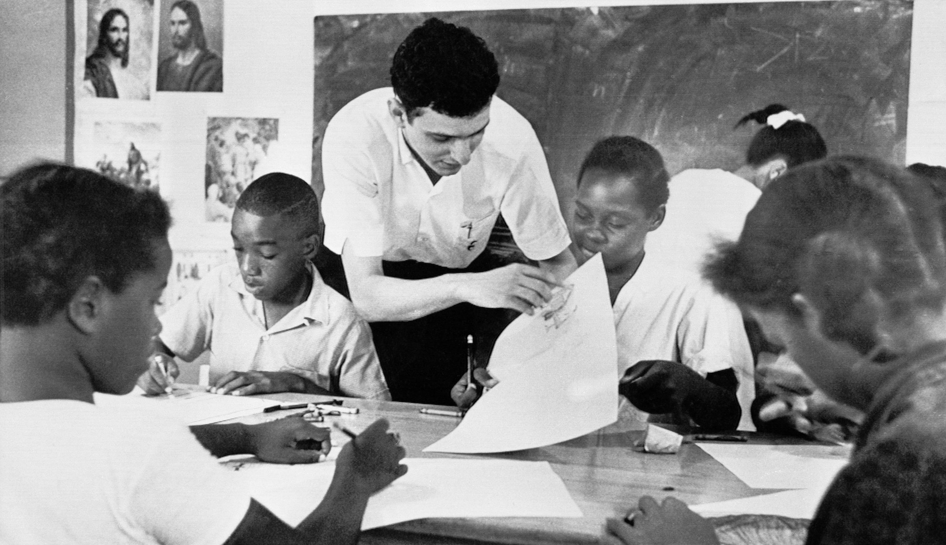 "Bruce Solomon, of the Brooklyn borough of New York, teaches a class for young black students about arts, African-American history and rights in August 1964 at a ""Freedom School"" in Jackson, Miss. Solomon was one of hundreds of volunteers in the ""Mississippi Summer Project."""