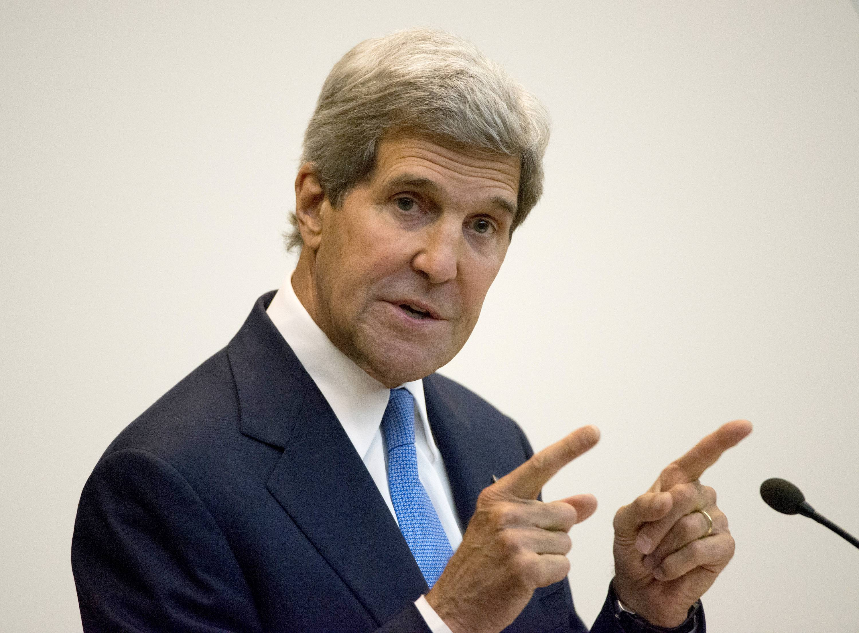 Kerry denies Obama has been too passive in Iraq
