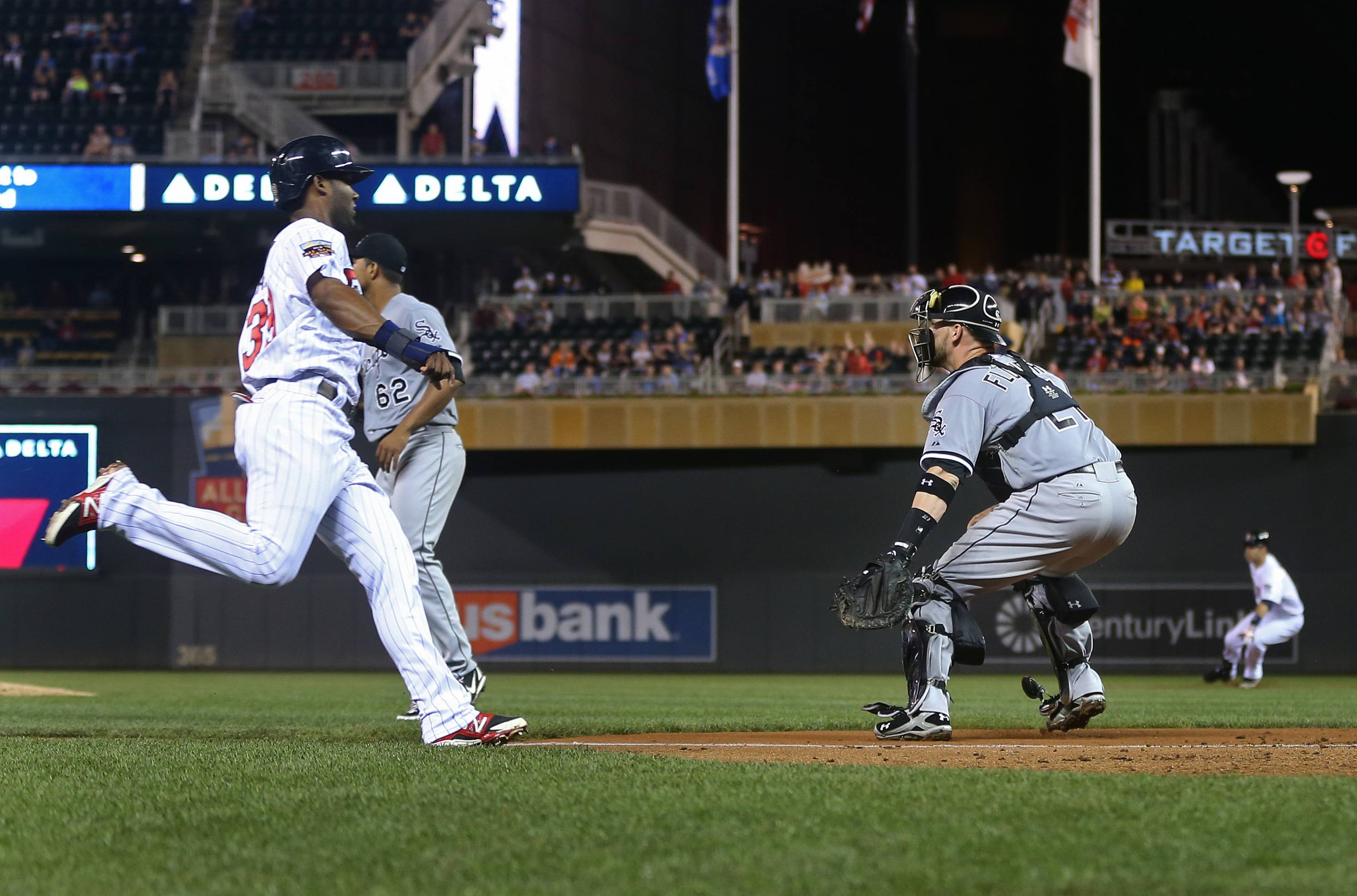 Joe Mauer drove in two runs, including the go-ahead double in the eighth inning, to push the Minnesota Twins past the White Sox 4-2 Thursday night.