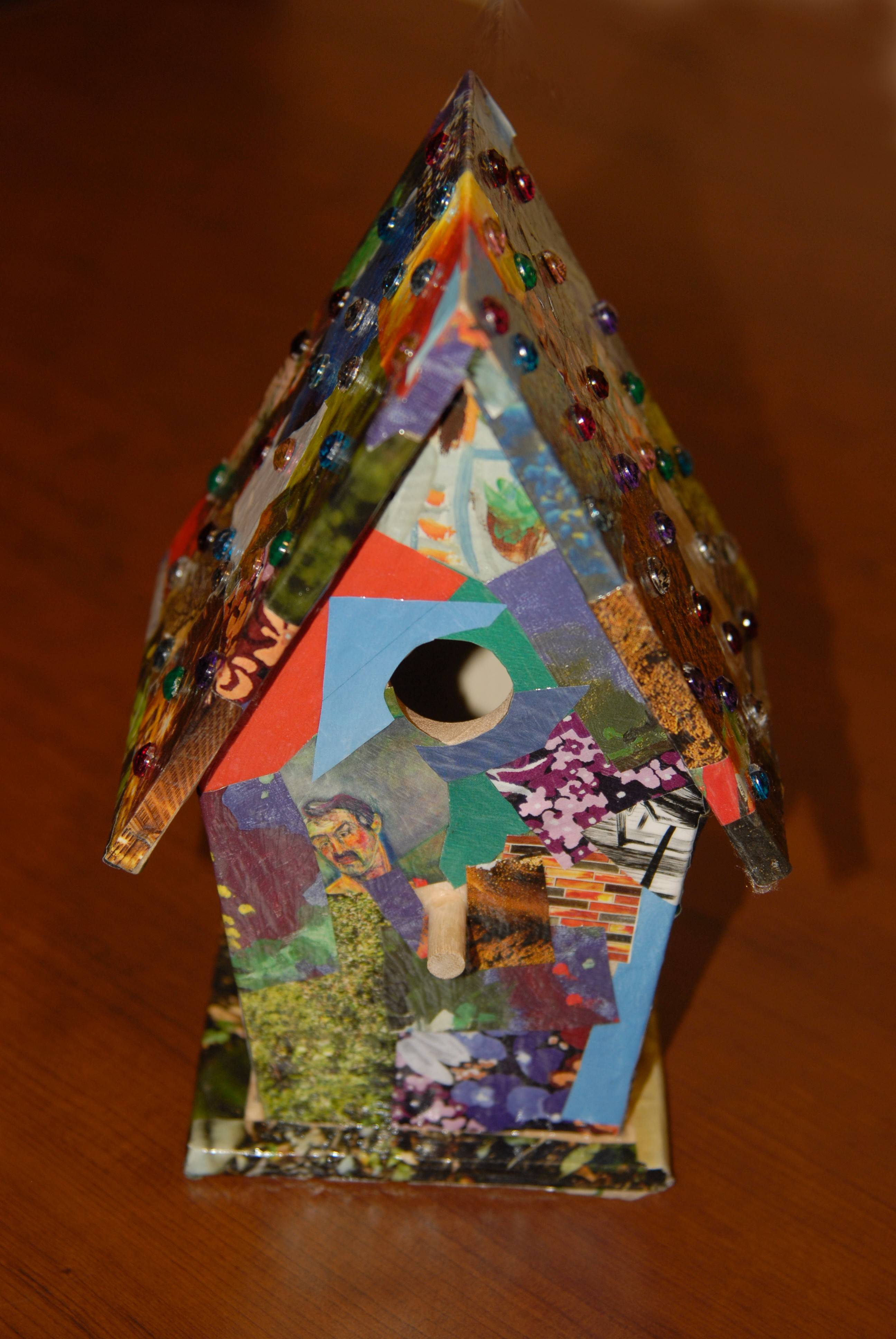 These photos show suggestions for creating a birdhouse.