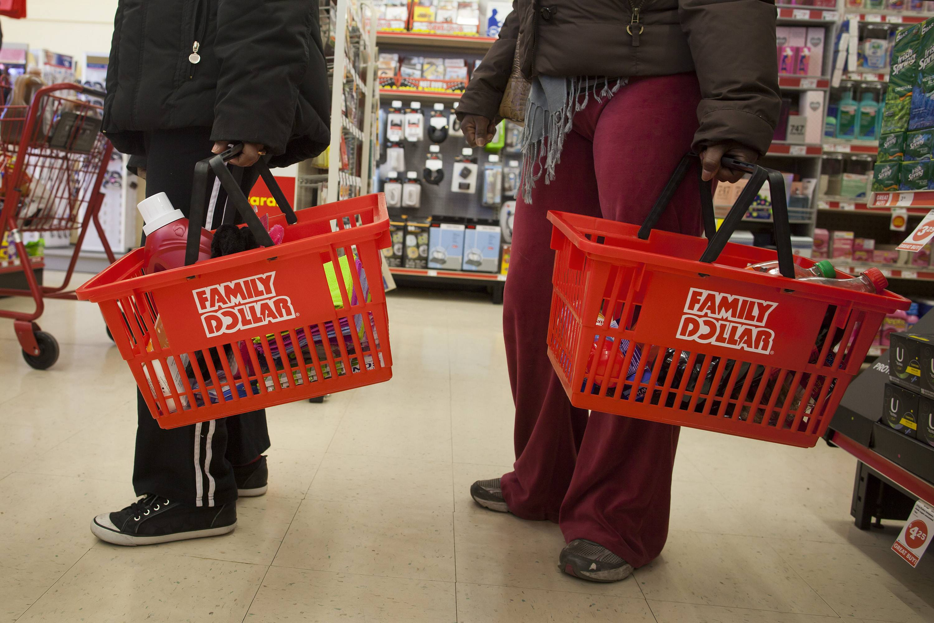 "Billionaire investor Carl Icahn said Family Dollar Stores Inc. should put itself up for sale ""immediately"" and add three directors that he's proposing to speed the process."