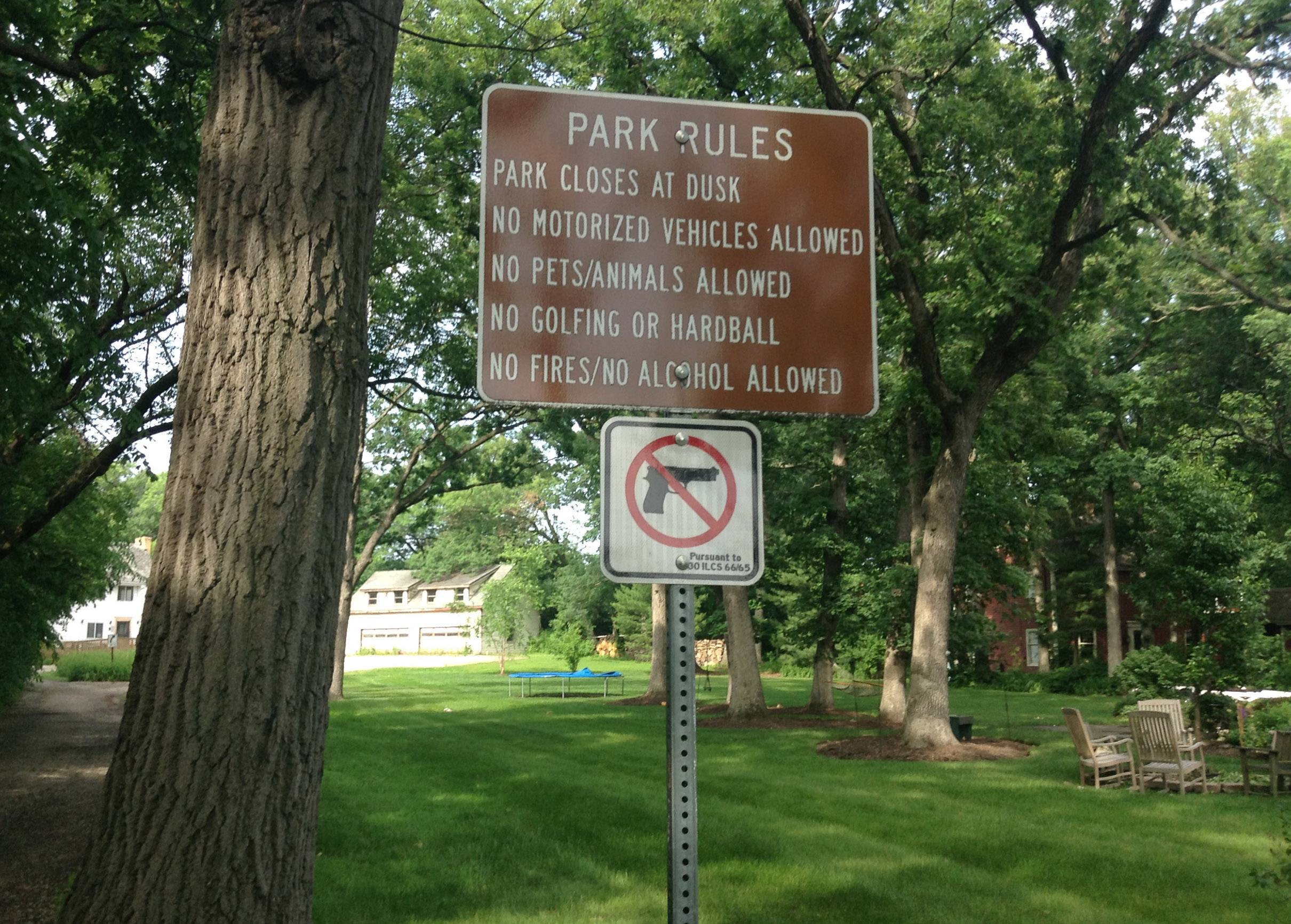 A sign in Kuechmann Park in Lake Zurich notes the rules of the park.