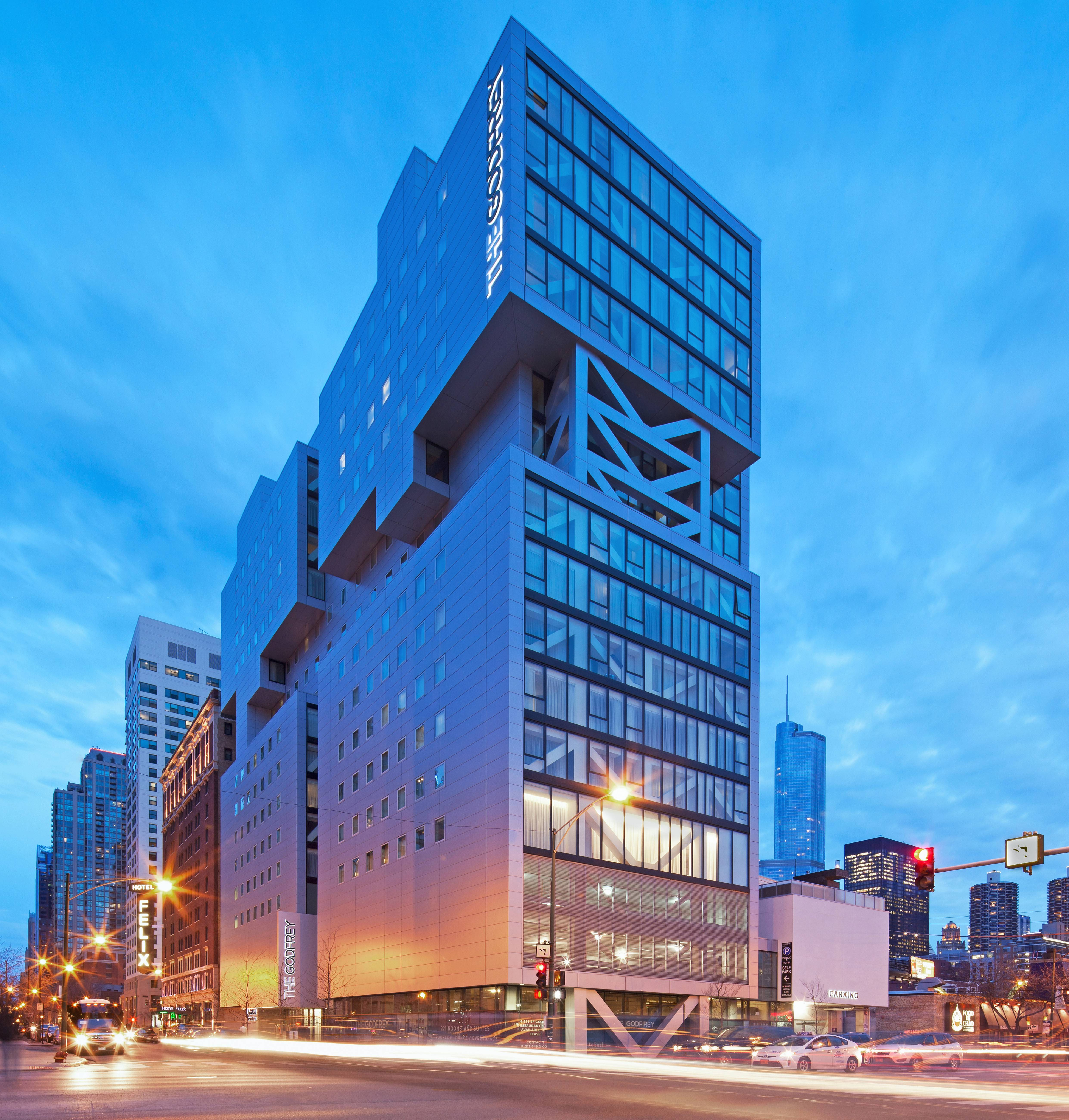 Godfrey Hotel Chicago offers summer packages for shoppers and art aficionados.