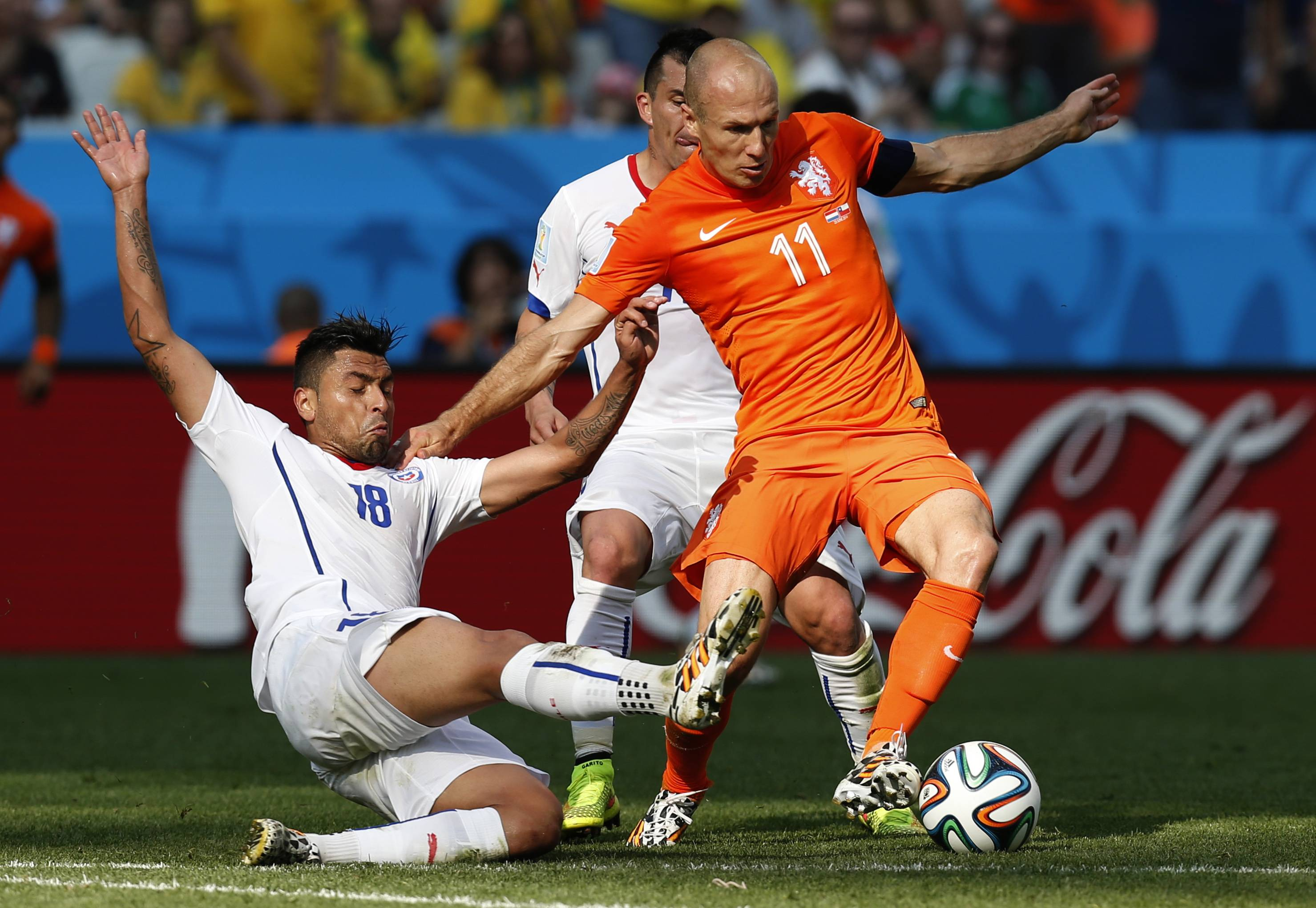 Chile's Gonzalo Jara, left, and Netherlands' Arjen Robben challenge for the ball Monday during a Group B World Cup soccer match at the Itaquerao Stadium in Sao Paulo, Brazil.