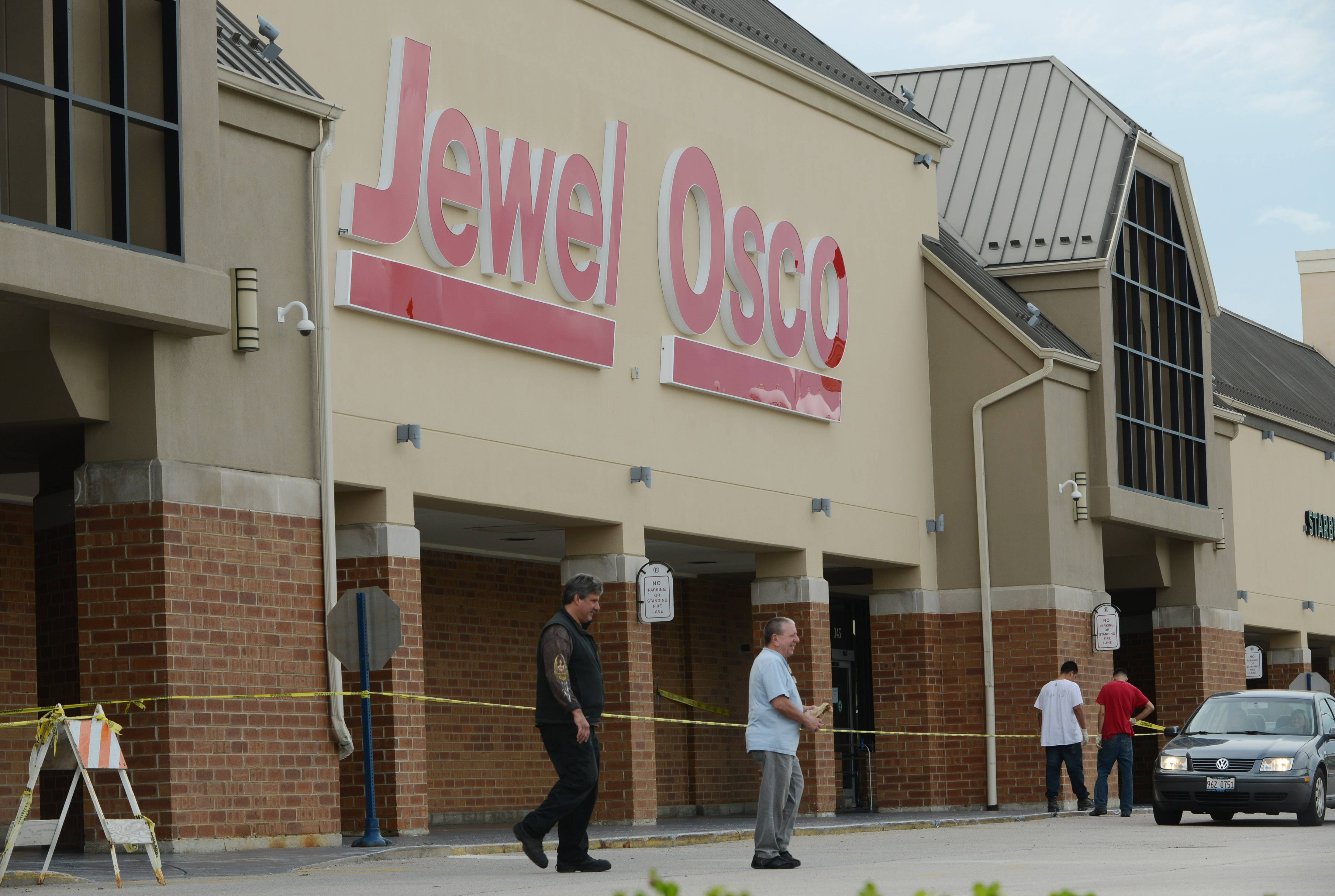 Jewel will open tonight at the former Dominick's store at Route 22 and Rand Road in Lake Zurich.