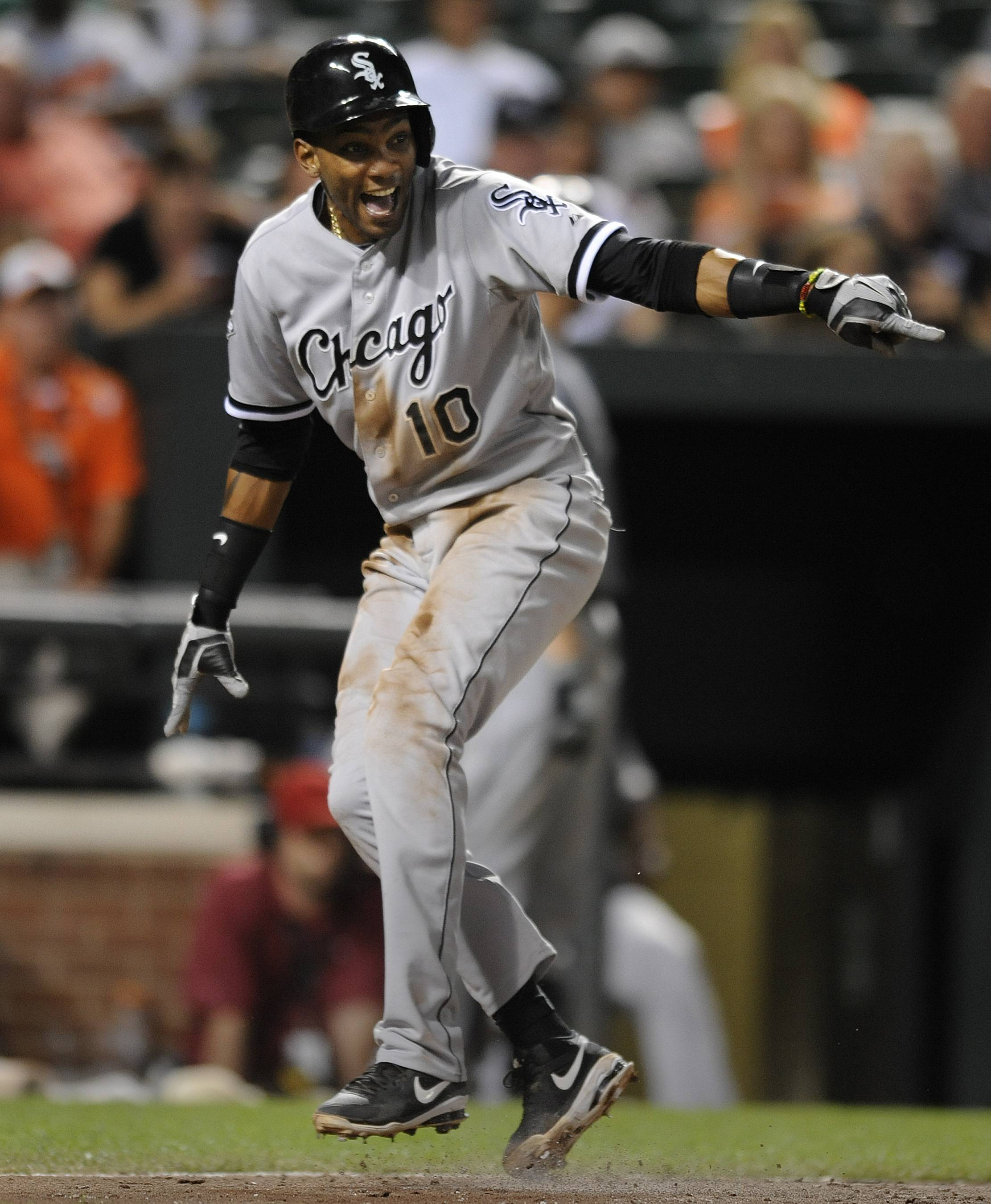 Alexei Ramirez reacts after being called safe at the plate on a single by Alejandro De Aza in the eighth inning Tuesday night as the White Sox snapped their five-game losing streak.
