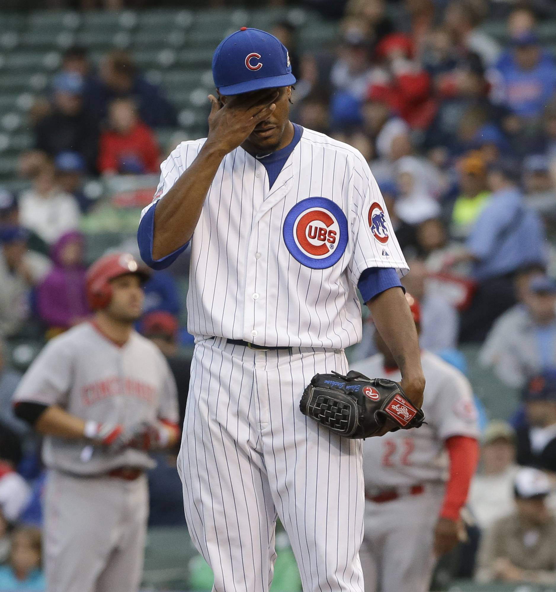 Edwin Jackson turned in another uninspiring performance Wednesday night for the Cubs as they fell 4-1 to the Cincinnati Reds at chilly Wrigley Field. The 30-year-old right-hander lasted just 5⅓ innings and gave up 6 hits and 4 runs as his record fell to 5-8 with a 5.22 ERA. Jackson walked four and was consistently behind hitters all night.